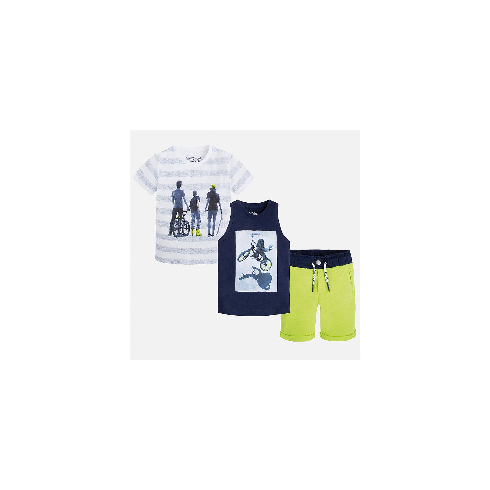 Комплект: футболка, майка и шорты для мальчика MayoralКомплекты<br>Характеристики товара:<br><br>• цвет: белый/синий/зеленый<br>• состав: 100% хлопок<br>• комплектация: шорты, футболка, майка<br>• круглый горловой вырез<br>• футболка декорированы принтом<br>• короткие рукава<br>• шорты шорт - пояс со шнурком<br>• страна бренда: Испания<br><br>Стильная удобная футболка с принтом и шорты с майкой помогут разнообразить гардероб мальчика и удобно одеться. Универсальный цвет позволяет подобрать к вещам верхнюю одежду практически любой расцветки. Интересная отделка модели делает её нарядной и оригинальной. В составе материала - только натуральный хлопок, гипоаллергенный, приятный на ощупь, дышащий.<br><br>Одежда, обувь и аксессуары от испанского бренда Mayoral полюбились детям и взрослым по всему миру. Модели этой марки - стильные и удобные. Для их производства используются только безопасные, качественные материалы и фурнитура. Порадуйте ребенка модными и красивыми вещами от Mayoral! <br><br>Комплект для мальчика от испанского бренда Mayoral (Майорал) можно купить в нашем интернет-магазине.<br><br>Ширина мм: 157<br>Глубина мм: 13<br>Высота мм: 119<br>Вес г: 200<br>Цвет: синий<br>Возраст от месяцев: 96<br>Возраст до месяцев: 108<br>Пол: Мужской<br>Возраст: Детский<br>Размер: 134,116,104,98,92,122,110,128<br>SKU: 5280955