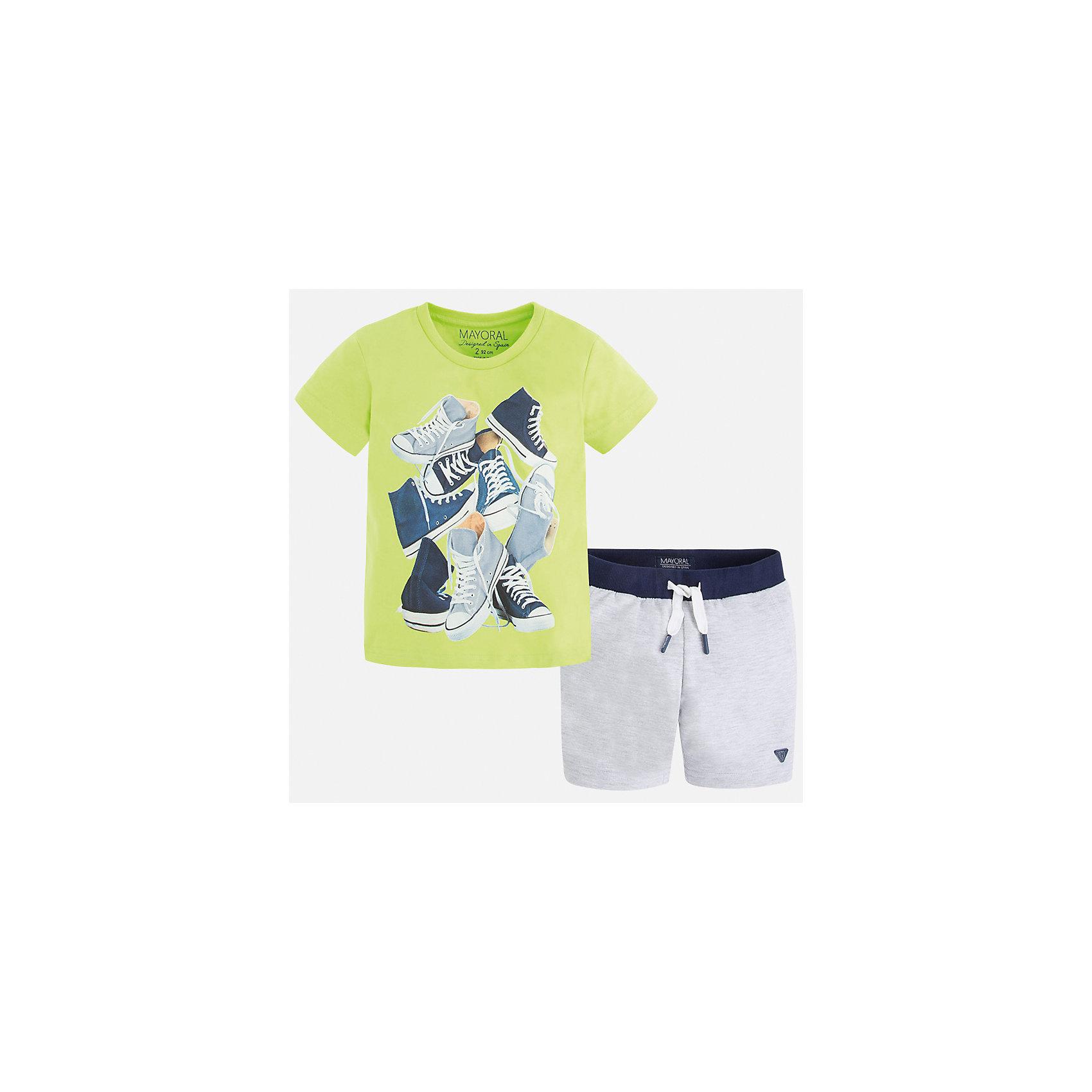 Комплект: футболка и шорты для мальчика MayoralКомплекты<br>Характеристики товара:<br><br>• цвет: зеленый/серый<br>• состав: футболка - 100% хлопок, шорты - 60% хлопок, 40% полиэстер<br>• комплектация: шорты, футболка<br>• круглый горловой вырез<br>• декорирована принтом<br>• короткие рукава<br>• шорты - пояс со шнурком<br>• страна бренда: Испания<br><br>Стильная удобная футболка с принтом и шорты помогут разнообразить гардероб мальчика и удобно одеться. Универсальный цвет позволяет подобрать к вещам верхнюю одежду практически любой расцветки. Интересная отделка модели делает её нарядной и оригинальной. В составе материала - только натуральный хлопок, гипоаллергенный, приятный на ощупь, дышащий.<br><br>Одежда, обувь и аксессуары от испанского бренда Mayoral полюбились детям и взрослым по всему миру. Модели этой марки - стильные и удобные. Для их производства используются только безопасные, качественные материалы и фурнитура. Порадуйте ребенка модными и красивыми вещами от Mayoral! <br><br>Комплект для мальчика от испанского бренда Mayoral (Майорал) можно купить в нашем интернет-магазине.<br><br>Ширина мм: 215<br>Глубина мм: 88<br>Высота мм: 191<br>Вес г: 336<br>Цвет: зеленый<br>Возраст от месяцев: 18<br>Возраст до месяцев: 24<br>Пол: Мужской<br>Возраст: Детский<br>Размер: 98,104,110,116,122,92,128,134<br>SKU: 5280982