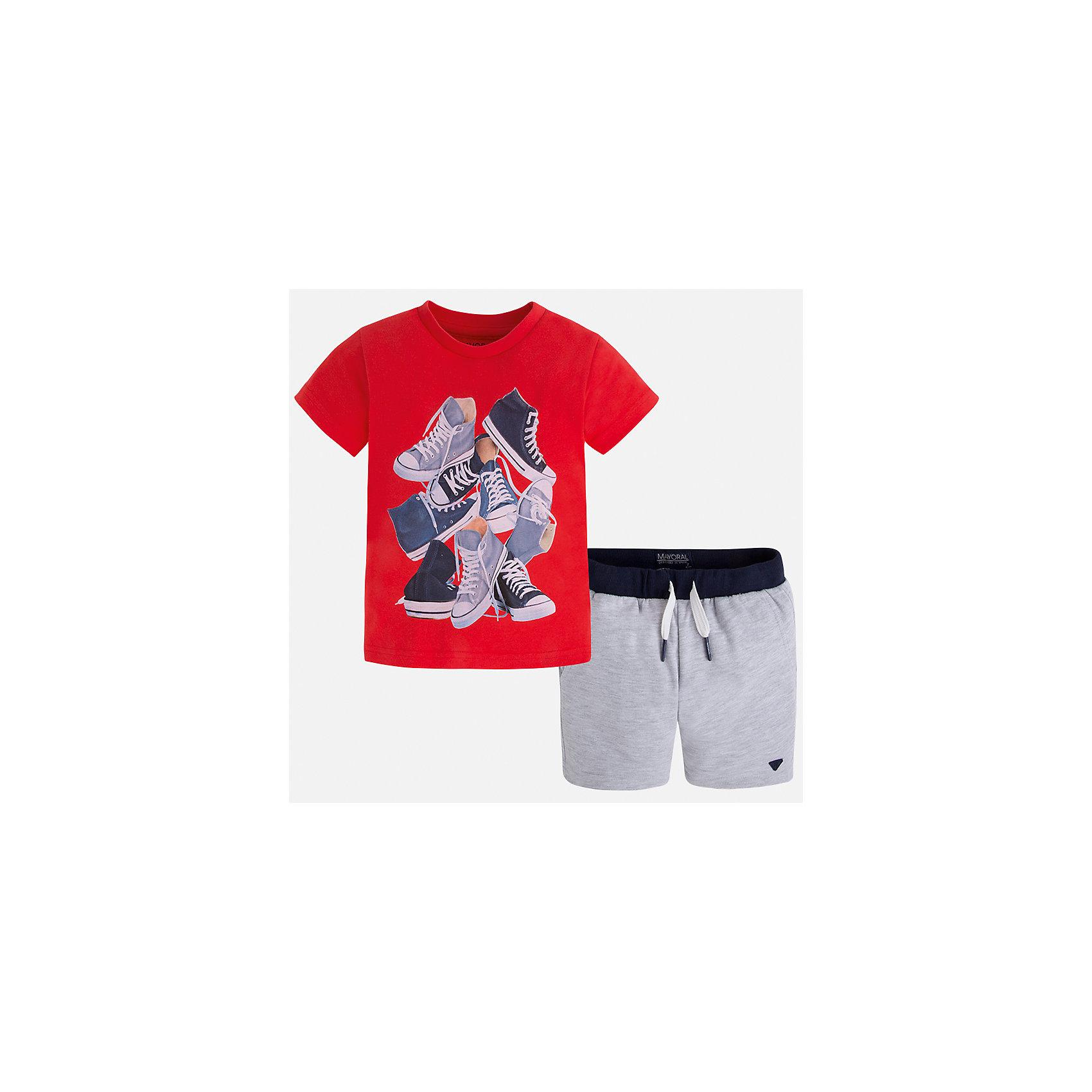 Комплект: футболка и шорты для мальчика MayoralХарактеристики товара:<br><br>• цвет: красный/серый<br>• состав: футболка - 100% хлопок, шорты - 60% хлопок, 40% полиэстер<br>• комплектация: шорты, футболка<br>• круглый горловой вырез<br>• декорирована принтом<br>• короткие рукава<br>• шорты - пояс со шнурком<br>• страна бренда: Испания<br><br>Стильная удобная футболка с принтом и шорты помогут разнообразить гардероб мальчика и удобно одеться. Универсальный цвет позволяет подобрать к вещам верхнюю одежду практически любой расцветки. Интересная отделка модели делает её нарядной и оригинальной. В составе материала - только натуральный хлопок, гипоаллергенный, приятный на ощупь, дышащий.<br><br>Одежда, обувь и аксессуары от испанского бренда Mayoral полюбились детям и взрослым по всему миру. Модели этой марки - стильные и удобные. Для их производства используются только безопасные, качественные материалы и фурнитура. Порадуйте ребенка модными и красивыми вещами от Mayoral! <br><br>Комплект для мальчика от испанского бренда Mayoral (Майорал) можно купить в нашем интернет-магазине.<br><br>Ширина мм: 215<br>Глубина мм: 88<br>Высота мм: 191<br>Вес г: 336<br>Цвет: красный<br>Возраст от месяцев: 18<br>Возраст до месяцев: 24<br>Пол: Мужской<br>Возраст: Детский<br>Размер: 92,128,134,122,116,110,104,98<br>SKU: 5280991