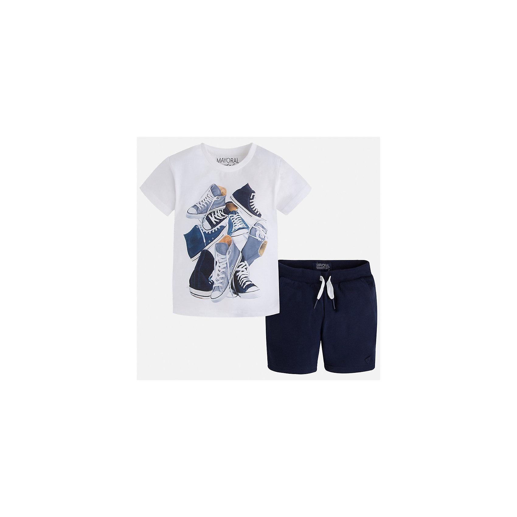 Комплект: футболка и шорты для мальчика MayoralХарактеристики товара:<br><br>• цвет: белый/синий<br>• состав: футболка - 100% хлопок, шорты - 60% хлопок, 40% полиэстер<br>• комплектация: шорты, футболка<br>• круглый горловой вырез<br>• декорирована принтом<br>• короткие рукава<br>• шорты - пояс со шнурком<br>• страна бренда: Испания<br><br>Стильная удобная футболка с принтом и шорты помогут разнообразить гардероб мальчика и удобно одеться. Универсальный цвет позволяет подобрать к вещам верхнюю одежду практически любой расцветки. Интересная отделка модели делает её нарядной и оригинальной. В составе материала - только натуральный хлопок, гипоаллергенный, приятный на ощупь, дышащий.<br><br>Одежда, обувь и аксессуары от испанского бренда Mayoral полюбились детям и взрослым по всему миру. Модели этой марки - стильные и удобные. Для их производства используются только безопасные, качественные материалы и фурнитура. Порадуйте ребенка модными и красивыми вещами от Mayoral! <br><br>Комплект для мальчика от испанского бренда Mayoral (Майорал) можно купить в нашем интернет-магазине.<br><br>Ширина мм: 215<br>Глубина мм: 88<br>Высота мм: 191<br>Вес г: 336<br>Цвет: белый<br>Возраст от месяцев: 18<br>Возраст до месяцев: 24<br>Пол: Мужской<br>Возраст: Детский<br>Размер: 92,134,128,122,116,110,104,98<br>SKU: 5281000