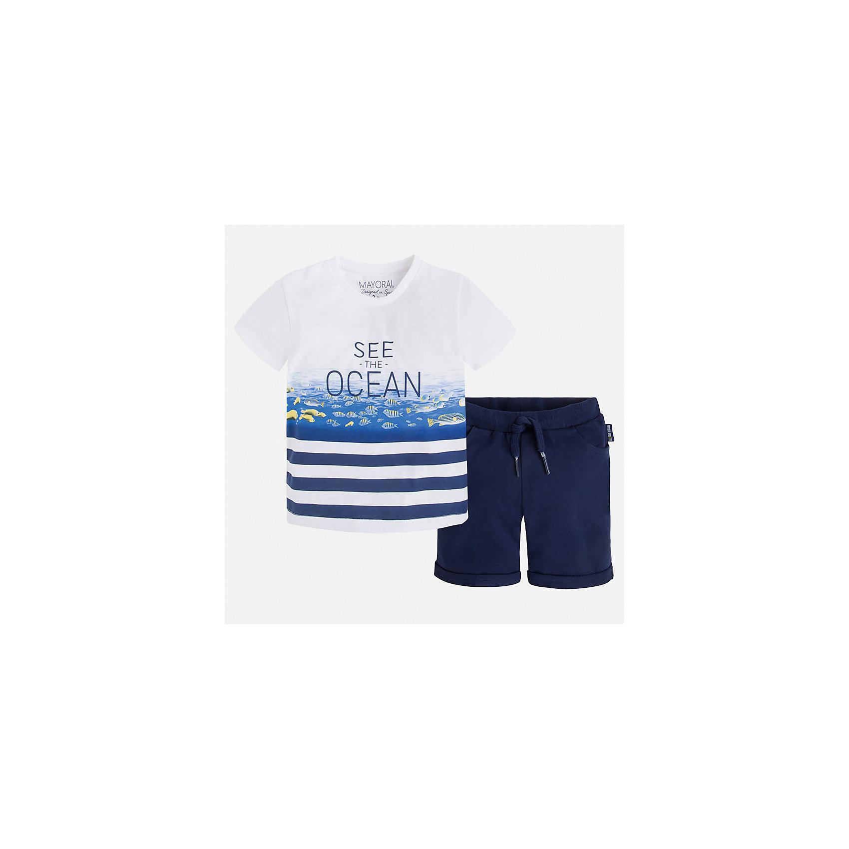 Комплект: футболка и шорты для мальчика MayoralЛови волну<br>Характеристики товара:<br><br>• цвет: белый/синий<br>• состав: 100% хлопок<br>• комплектация: футболка, шорты<br>• футболка с принтом<br>• отложной воротник<br>• шорты с карманами<br>• пояс - мягкая резинка и шнурок<br>• отвороты<br>• страна бренда: Испания<br><br>Красивый качественный комплект для мальчика поможет разнообразить гардероб ребенка и удобно одеться в теплую погоду. Он отлично сочетается с другими предметами. Универсальный цвет позволяет подобрать к вещам верхнюю одежду практически любой расцветки. Интересная отделка модели делает её нарядной и оригинальной. В составе материала - только натуральный хлопок, гипоаллергенный, приятный на ощупь, дышащий.<br><br>Одежда, обувь и аксессуары от испанского бренда Mayoral полюбились детям и взрослым по всему миру. Модели этой марки - стильные и удобные. Для их производства используются только безопасные, качественные материалы и фурнитура. Порадуйте ребенка модными и красивыми вещами от Mayoral! <br><br>Комплект: бриджи и футболка для мальчика от испанского бренда Mayoral (Майорал) можно купить в нашем интернет-магазине.<br><br>Ширина мм: 191<br>Глубина мм: 10<br>Высота мм: 175<br>Вес г: 273<br>Цвет: синий<br>Возраст от месяцев: 18<br>Возраст до месяцев: 24<br>Пол: Мужской<br>Возраст: Детский<br>Размер: 92,122,134,128,116,110,104,98<br>SKU: 5281009