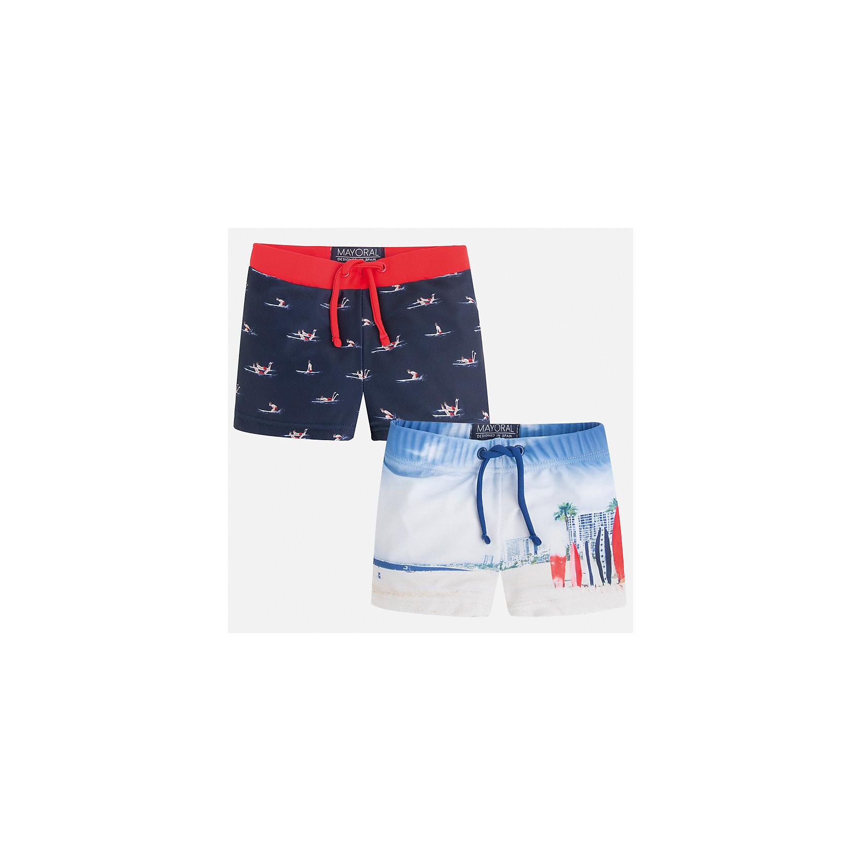 Шорты-плавки (2 шт.) для мальчика MayoralХарактеристики товара:<br><br>• цвет: синий/белый<br>• состав: 85% полиэстер, 15% эластан, подкладка - 100% полиэстер<br>• украшены принтом<br>• комплектация: 2 шт<br>• с подкладкой<br>• быстросохнущий материал<br>• страна бренда: Испания<br><br>Одежда для купания должна быть удобной! Эти плавки для мальчика не только хорошо сидят на ребенке, не стесняя движения и не натирая, они отлично смотрятся! Плавки сшиты из плотной ткани, но она очень быстро высыхает. Интересная расцветка модели делает её нарядной и оригинальной. <br><br>Одежда, обувь и аксессуары от испанского бренда Mayoral полюбились детям и взрослым по всему миру. Модели этой марки - стильные и удобные. Для их производства используются только безопасные, качественные материалы и фурнитура. Порадуйте ребенка модными и красивыми вещами от Mayoral! <br><br>Плавки для мальчика от испанского бренда Mayoral (Майорал) можно купить в нашем интернет-магазине.<br><br>Ширина мм: 191<br>Глубина мм: 10<br>Высота мм: 175<br>Вес г: 273<br>Цвет: красный<br>Возраст от месяцев: 24<br>Возраст до месяцев: 36<br>Пол: Мужской<br>Возраст: Детский<br>Размер: 98,92,134,128,122,116,110,104<br>SKU: 5281036