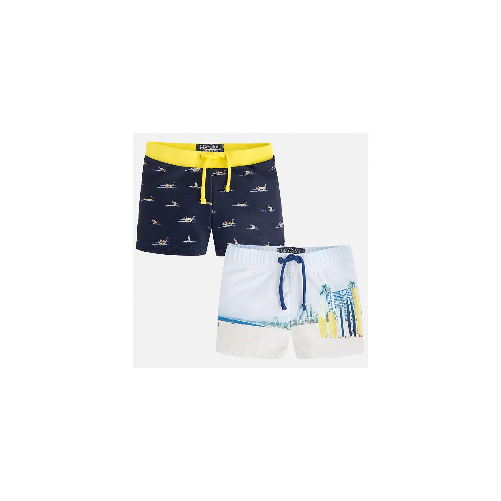 Шорты-плавки (2 шт.) для мальчика MayoralХарактеристики товара:<br><br>• цвет: синий/белый<br>• состав: 85% полиэстер, 15% эластан, подкладка - 100% полиэстер<br>• украшены принтом<br>• комплектация: 2 шт<br>• с подкладкой<br>• быстросохнущий материал<br>• страна бренда: Испания<br><br>Одежда для купания должна быть удобной! Эти плавки для мальчика не только хорошо сидят на ребенке, не стесняя движения и не натирая, они отлично смотрятся! Плавки сшиты из плотной ткани, но она очень быстро высыхает. Интересная расцветка модели делает её нарядной и оригинальной. <br><br>Одежда, обувь и аксессуары от испанского бренда Mayoral полюбились детям и взрослым по всему миру. Модели этой марки - стильные и удобные. Для их производства используются только безопасные, качественные материалы и фурнитура. Порадуйте ребенка модными и красивыми вещами от Mayoral! <br><br>Плавки для мальчика от испанского бренда Mayoral (Майорал) можно купить в нашем интернет-магазине.<br><br>Ширина мм: 191<br>Глубина мм: 10<br>Высота мм: 175<br>Вес г: 273<br>Цвет: желтый<br>Возраст от месяцев: 96<br>Возраст до месяцев: 108<br>Пол: Мужской<br>Возраст: Детский<br>Размер: 134,122,128,116,110,104,98,92<br>SKU: 5281045