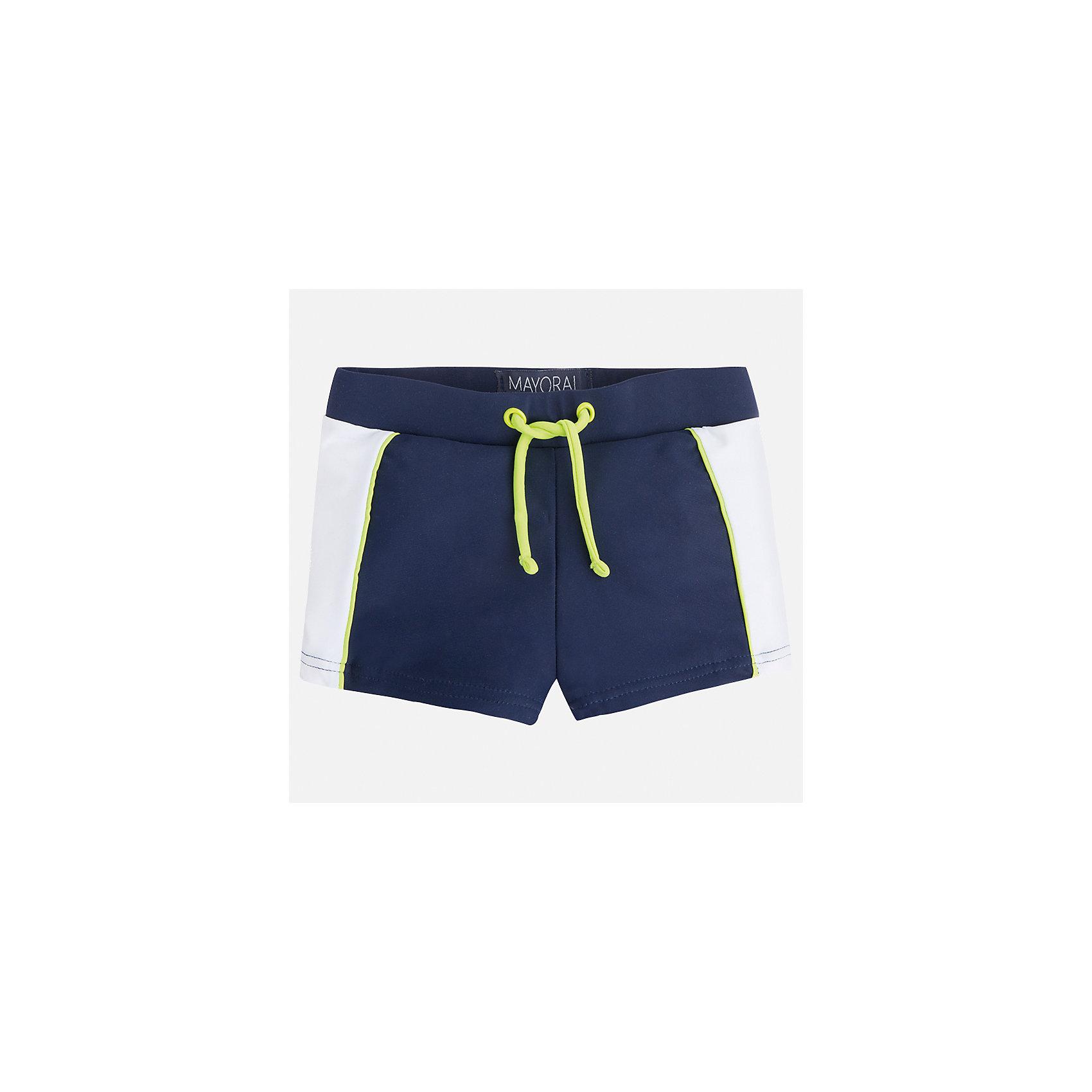 Плавки-шорты для мальчика MayoralХарактеристики товара:<br><br>• цвет: синий/белый<br>• состав: 80% полиамид, 20% эластан, подкладка - 100% полиэстер<br>• украшены принтом<br>• комплектация: 1 шт<br>• с подкладкой<br>• быстросохнущий материал<br>• страна бренда: Испания<br><br>Одежда для купания должна быть удобной! Эти плавки для мальчика не только хорошо сидят на ребенке, не стесняя движения и не натирая, они отлично смотрятся! Плавки сшиты из плотной ткани, но она очень быстро высыхает. Интересная расцветка модели делает её нарядной и оригинальной. <br><br>Одежда, обувь и аксессуары от испанского бренда Mayoral полюбились детям и взрослым по всему миру. Модели этой марки - стильные и удобные. Для их производства используются только безопасные, качественные материалы и фурнитура. Порадуйте ребенка модными и красивыми вещами от Mayoral! <br><br>Плавки для мальчика от испанского бренда Mayoral (Майорал) можно купить в нашем интернет-магазине.<br><br>Ширина мм: 183<br>Глубина мм: 60<br>Высота мм: 135<br>Вес г: 119<br>Цвет: синий<br>Возраст от месяцев: 48<br>Возраст до месяцев: 60<br>Пол: Мужской<br>Возраст: Детский<br>Размер: 128,122,116,104,98,92,134,110<br>SKU: 5281063