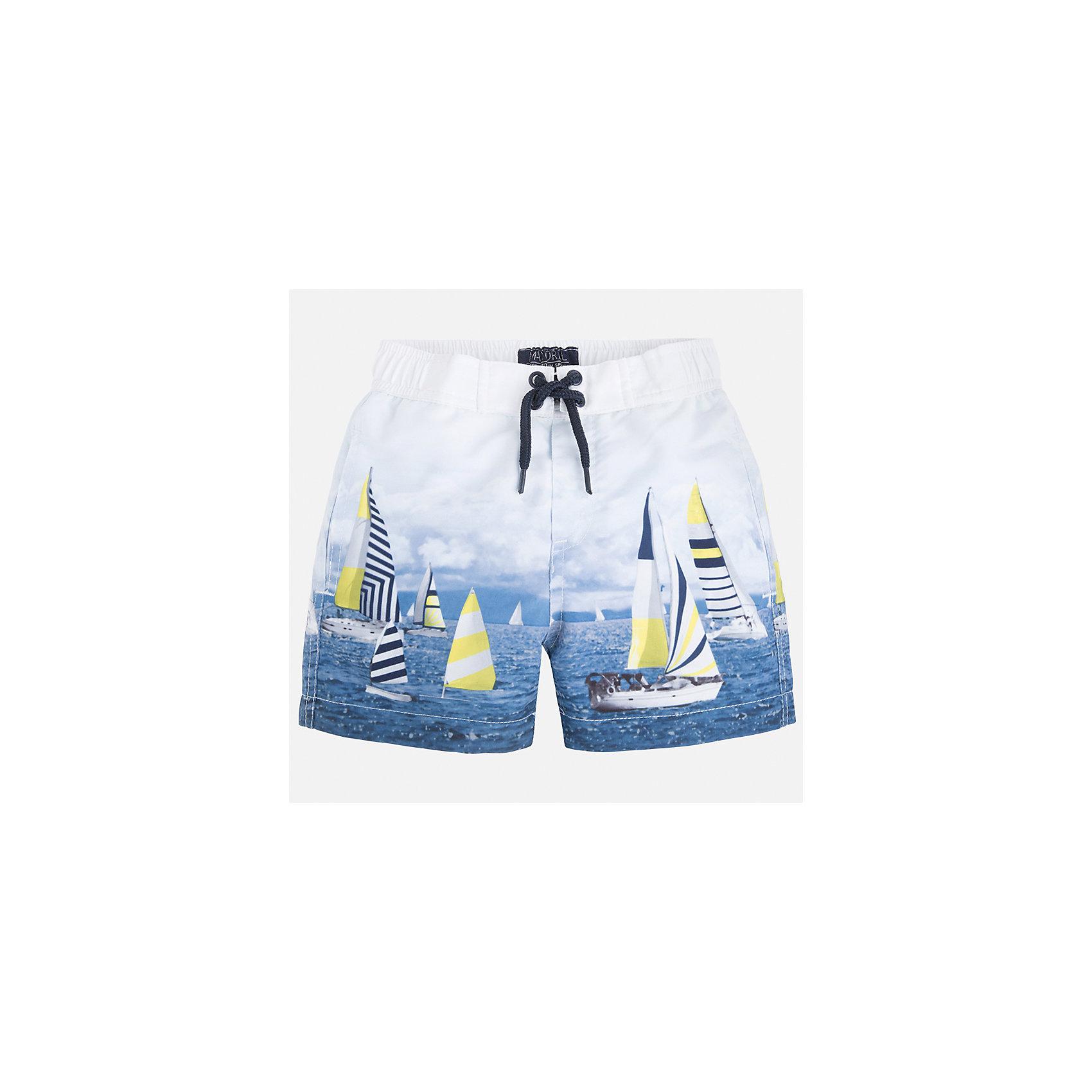Шорты-плавки для мальчика MayoralЛови волну<br>Характеристики товара:<br><br>• цвет: мультиколор<br>• состав: 100% полиэстер, подкладка - 100% полиэстер<br>• принт на ткани<br>• пояс со шнурком<br>• с подкладкой<br>• быстросохнущий материал<br>• страна бренда: Испания<br><br>Одежда для купания должна быть удобной! Эти плавательные шорты для мальчика не только хорошо сидят на ребенке, не стесняя движения и не натирая, они отлично смотрятся! Сшиты они из плотной ткани, но она очень быстро высыхает. Интересная расцветка модели делает её нарядной и оригинальной. <br><br>Одежда, обувь и аксессуары от испанского бренда Mayoral полюбились детям и взрослым по всему миру. Модели этой марки - стильные и удобные. Для их производства используются только безопасные, качественные материалы и фурнитура. Порадуйте ребенка модными и красивыми вещами от Mayoral! <br><br>Плавки для мальчика от испанского бренда Mayoral (Майорал) можно купить в нашем интернет-магазине.<br><br>Ширина мм: 183<br>Глубина мм: 60<br>Высота мм: 135<br>Вес г: 119<br>Цвет: голубой<br>Возраст от месяцев: 72<br>Возраст до месяцев: 84<br>Пол: Мужской<br>Возраст: Детский<br>Размер: 122,134,92,116,128,98,110,104<br>SKU: 5281144