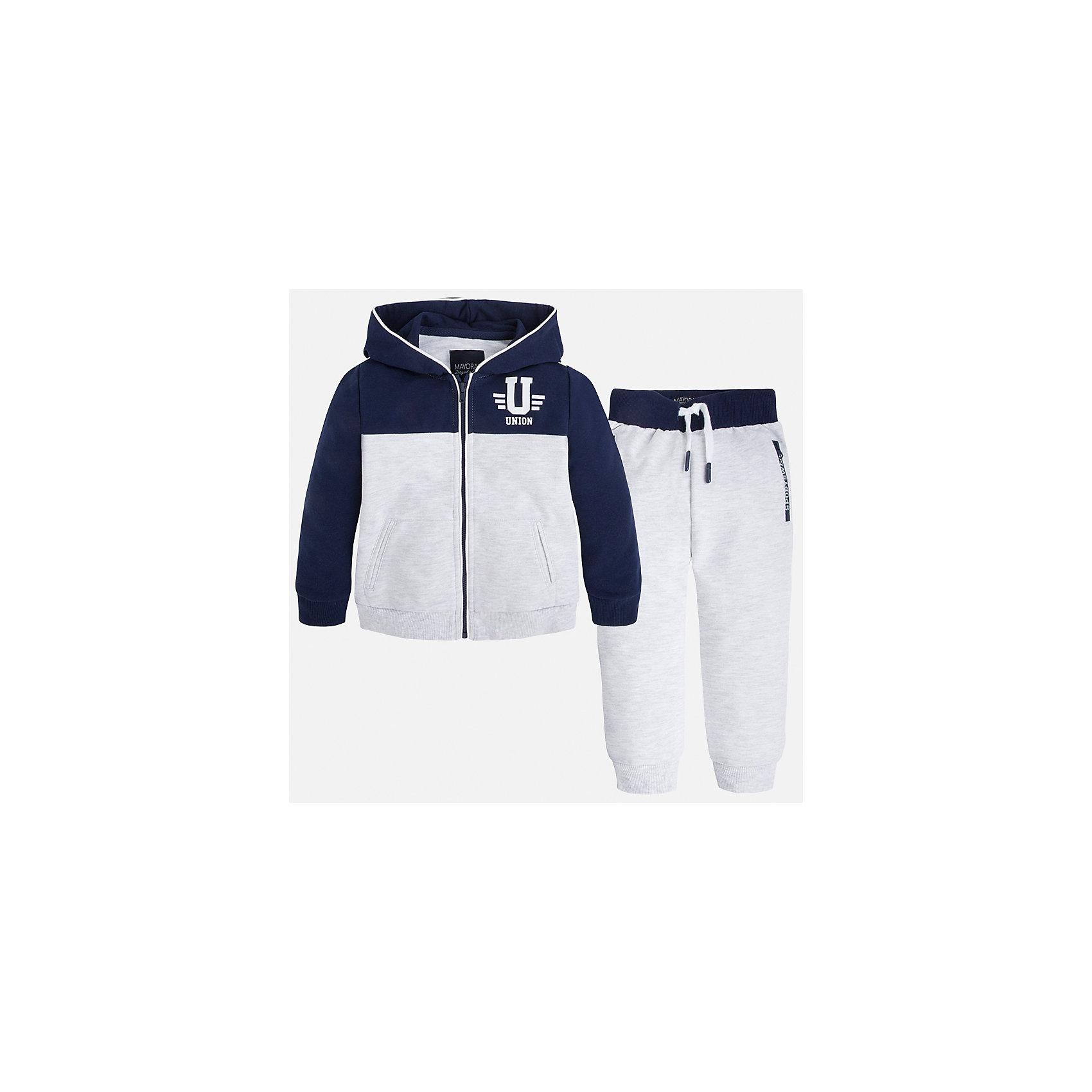 Спортивный костюм для мальчика MayoralХарактеристики товара:<br><br>• цвет: белый/синий<br>• состав: 60% хлопок, 40% полиэстер<br>• комплектация: курточка, штаны<br>• куртка декорирована принтом<br>• карманы<br>• капюшон<br>• штаны - пояс на шнурке<br>• манжеты<br>• страна бренда: Испания<br><br>Стильный качественный спортивный костюм для мальчика поможет разнообразить гардероб ребенка и удобно одеться. Курточка и штаны отлично сочетаются с другими предметами. Универсальный цвет позволяет подобрать к вещам верхнюю одежду практически любой расцветки. Интересная отделка модели делает её нарядной и оригинальной. В составе материала - натуральный хлопок, гипоаллергенный, приятный на ощупь, дышащий.<br><br>Одежда, обувь и аксессуары от испанского бренда Mayoral полюбились детям и взрослым по всему миру. Модели этой марки - стильные и удобные. Для их производства используются только безопасные, качественные материалы и фурнитура. Порадуйте ребенка модными и красивыми вещами от Mayoral! <br><br>Спортивный костюм для мальчика от испанского бренда Mayoral (Майорал) можно купить в нашем интернет-магазине.<br><br>Ширина мм: 247<br>Глубина мм: 16<br>Высота мм: 140<br>Вес г: 225<br>Цвет: белый<br>Возраст от месяцев: 72<br>Возраст до месяцев: 84<br>Пол: Мужской<br>Возраст: Детский<br>Размер: 122,104,116,128,134,110,98,92<br>SKU: 5281162