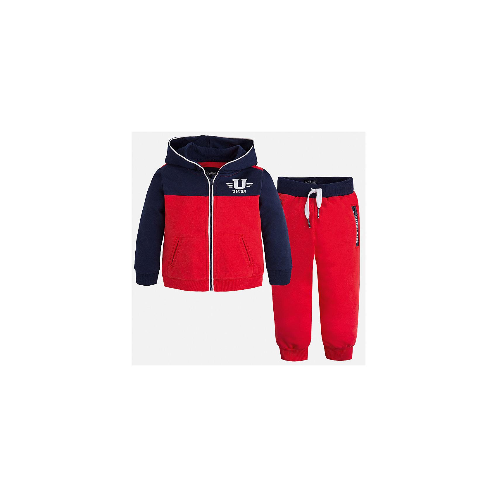 Спортивный костюм для мальчика MayoralСпортивная форма<br>Характеристики товара:<br><br>• цвет: красный<br>• состав: 60% хлопок, 40% полиэстер<br>• комплектация: курточка, штаны<br>• куртка декорирована принтом<br>• карманы<br>• капюшон<br>• штаны - пояс на шнурке<br>• манжеты<br>• страна бренда: Испания<br><br>Стильный качественный спортивный костюм для мальчика поможет разнообразить гардероб ребенка и удобно одеться. Курточка и штаны отлично сочетаются с другими предметами. Универсальный цвет позволяет подобрать к вещам верхнюю одежду практически любой расцветки. Интересная отделка модели делает её нарядной и оригинальной. В составе материала - натуральный хлопок, гипоаллергенный, приятный на ощупь, дышащий.<br><br>Одежда, обувь и аксессуары от испанского бренда Mayoral полюбились детям и взрослым по всему миру. Модели этой марки - стильные и удобные. Для их производства используются только безопасные, качественные материалы и фурнитура. Порадуйте ребенка модными и красивыми вещами от Mayoral! <br><br>Спортивный костюм для мальчика от испанского бренда Mayoral (Майорал) можно купить в нашем интернет-магазине.<br><br>Ширина мм: 247<br>Глубина мм: 16<br>Высота мм: 140<br>Вес г: 225<br>Цвет: красный<br>Возраст от месяцев: 96<br>Возраст до месяцев: 108<br>Пол: Мужской<br>Возраст: Детский<br>Размер: 134,128,122,110,104,98,116,92<br>SKU: 5281180