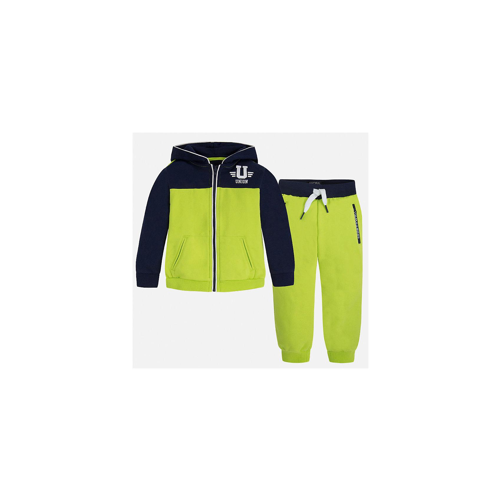 Спортивный костюм для мальчика MayoralКомплекты<br>Характеристики товара:<br><br>• цвет: зеленый/синий<br>• состав: 60% хлопок, 40% полиэстер<br>• комплектация: курточка, штаны<br>• куртка декорирована принтом<br>• карманы<br>• капюшон<br>• штаны - пояс на шнурке<br>• манжеты<br>• страна бренда: Испания<br><br>Стильный качественный спортивный костюм для мальчика поможет разнообразить гардероб ребенка и удобно одеться. Курточка и штаны отлично сочетаются с другими предметами. Универсальный цвет позволяет подобрать к вещам верхнюю одежду практически любой расцветки. Интересная отделка модели делает её нарядной и оригинальной. В составе материала - натуральный хлопок, гипоаллергенный, приятный на ощупь, дышащий.<br><br>Одежда, обувь и аксессуары от испанского бренда Mayoral полюбились детям и взрослым по всему миру. Модели этой марки - стильные и удобные. Для их производства используются только безопасные, качественные материалы и фурнитура. Порадуйте ребенка модными и красивыми вещами от Mayoral! <br><br>Спортивный костюм для мальчика от испанского бренда Mayoral (Майорал) можно купить в нашем интернет-магазине.<br><br>Ширина мм: 247<br>Глубина мм: 16<br>Высота мм: 140<br>Вес г: 225<br>Цвет: зеленый<br>Возраст от месяцев: 36<br>Возраст до месяцев: 48<br>Пол: Мужской<br>Возраст: Детский<br>Размер: 104,98,92,134,128,122,116,110<br>SKU: 5281189