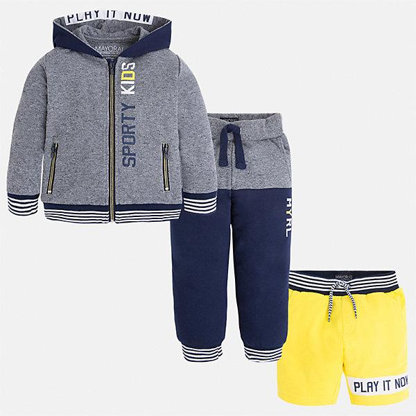 Спортивный костюм для мальчика MayoralКомплекты<br>Характеристики товара:<br><br>• цвет: серый/синий/желтый<br>• состав: 60% хлопок, 40% полиэстер<br>• комплектация: курточка, штаны, шорты<br>• декорирован принтом<br>• карманы<br>• капюшон<br>• штаны, шорты - пояс на шнурке<br>• манжеты<br>• страна бренда: Испания<br><br>Стильный качественный спортивный костюм для мальчика поможет разнообразить гардероб ребенка и удобно одеться. Курточка, шорты и штаны отлично сочетаются с другими предметами. Универсальный цвет позволяет подобрать к вещам верхнюю одежду практически любой расцветки. Интересная отделка модели делает её нарядной и оригинальной. В составе материала - натуральный хлопок, гипоаллергенный, приятный на ощупь, дышащий.<br><br>Одежда, обувь и аксессуары от испанского бренда Mayoral полюбились детям и взрослым по всему миру. Модели этой марки - стильные и удобные. Для их производства используются только безопасные, качественные материалы и фурнитура. Порадуйте ребенка модными и красивыми вещами от Mayoral! <br><br>Спортивный костюм для мальчика от испанского бренда Mayoral (Майорал) можно купить в нашем интернет-магазине.<br><br>Ширина мм: 247<br>Глубина мм: 16<br>Высота мм: 140<br>Вес г: 225<br>Цвет: серый<br>Возраст от месяцев: 18<br>Возраст до месяцев: 24<br>Пол: Мужской<br>Возраст: Детский<br>Размер: 92,122,98,104,110,116,128,134<br>SKU: 5281198