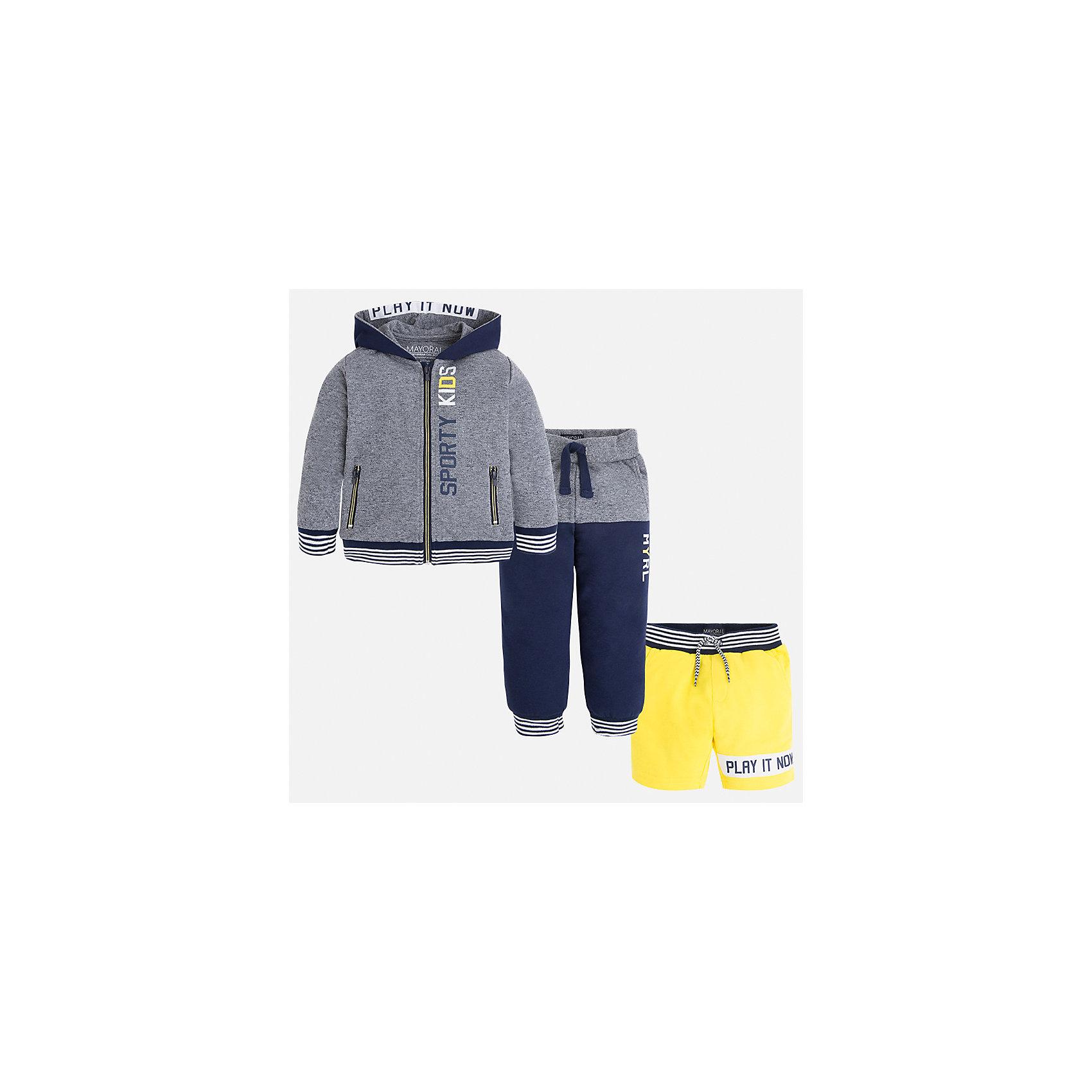 Спортивный костюм для мальчика MayoralКомплекты<br>Характеристики товара:<br><br>• цвет: серый/синий/желтый<br>• состав: 60% хлопок, 40% полиэстер<br>• комплектация: курточка, штаны, шорты<br>• декорирован принтом<br>• карманы<br>• капюшон<br>• штаны, шорты - пояс на шнурке<br>• манжеты<br>• страна бренда: Испания<br><br>Стильный качественный спортивный костюм для мальчика поможет разнообразить гардероб ребенка и удобно одеться. Курточка, шорты и штаны отлично сочетаются с другими предметами. Универсальный цвет позволяет подобрать к вещам верхнюю одежду практически любой расцветки. Интересная отделка модели делает её нарядной и оригинальной. В составе материала - натуральный хлопок, гипоаллергенный, приятный на ощупь, дышащий.<br><br>Одежда, обувь и аксессуары от испанского бренда Mayoral полюбились детям и взрослым по всему миру. Модели этой марки - стильные и удобные. Для их производства используются только безопасные, качественные материалы и фурнитура. Порадуйте ребенка модными и красивыми вещами от Mayoral! <br><br>Спортивный костюм для мальчика от испанского бренда Mayoral (Майорал) можно купить в нашем интернет-магазине.<br><br>Ширина мм: 247<br>Глубина мм: 16<br>Высота мм: 140<br>Вес г: 225<br>Цвет: серый<br>Возраст от месяцев: 18<br>Возраст до месяцев: 24<br>Пол: Мужской<br>Возраст: Детский<br>Размер: 92,122,134,128,116,110,104,98<br>SKU: 5281198