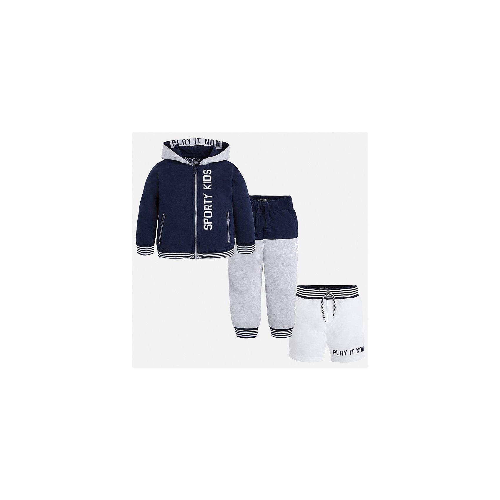 Спортивный костюм для мальчика MayoralСпортивная форма<br>Характеристики товара:<br><br>• цвет: синий/серый<br>• состав: 60% хлопок, 40% полиэстер<br>• комплектация: курточка, штаны, шорты<br>• декорирован принтом<br>• карманы<br>• капюшон<br>• штаны, шорты - пояс на шнурке<br>• манжеты<br>• страна бренда: Испания<br><br>Стильный качественный спортивный костюм для мальчика поможет разнообразить гардероб ребенка и удобно одеться. Курточка, шорты и штаны отлично сочетаются с другими предметами. Универсальный цвет позволяет подобрать к вещам верхнюю одежду практически любой расцветки. Интересная отделка модели делает её нарядной и оригинальной. В составе материала - натуральный хлопок, гипоаллергенный, приятный на ощупь, дышащий.<br><br>Одежда, обувь и аксессуары от испанского бренда Mayoral полюбились детям и взрослым по всему миру. Модели этой марки - стильные и удобные. Для их производства используются только безопасные, качественные материалы и фурнитура. Порадуйте ребенка модными и красивыми вещами от Mayoral! <br><br>Спортивный костюм для мальчика от испанского бренда Mayoral (Майорал) можно купить в нашем интернет-магазине.<br><br>Ширина мм: 247<br>Глубина мм: 16<br>Высота мм: 140<br>Вес г: 225<br>Цвет: синий<br>Возраст от месяцев: 84<br>Возраст до месяцев: 96<br>Пол: Мужской<br>Возраст: Детский<br>Размер: 128,134,122,116<br>SKU: 5281225