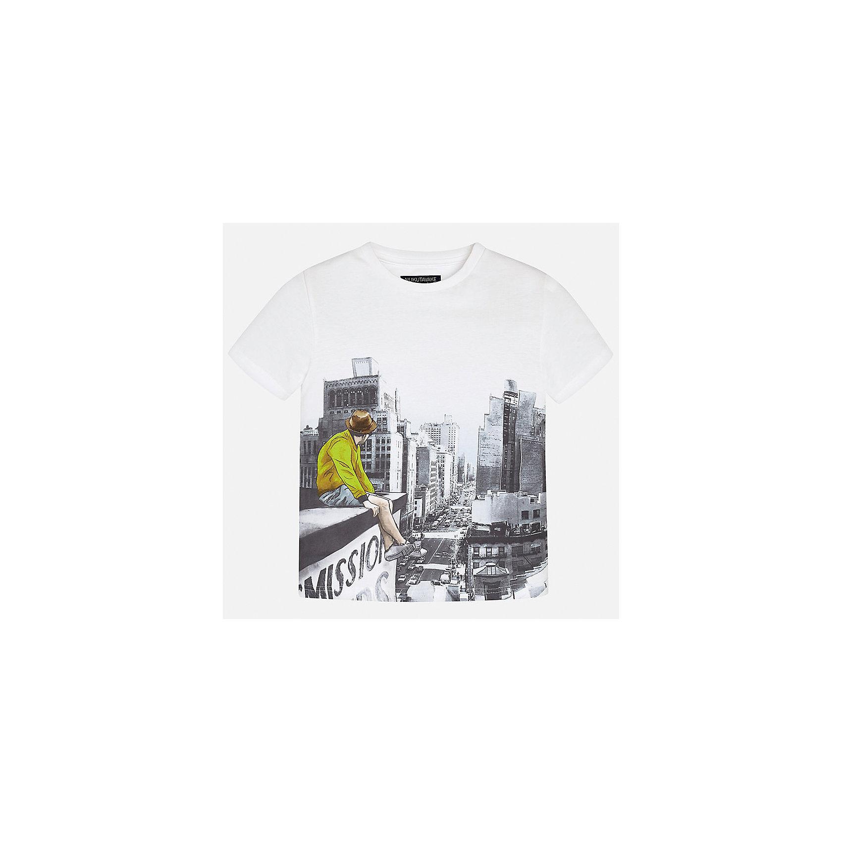 Футболка для мальчика MayoralФутболки, поло и топы<br>Характеристики товара:<br><br>• цвет: белый<br>• состав: 100% хлопок<br>• круглый горловой вырез<br>• декорирована принтом<br>• короткие рукава<br>• мягкая отделка горловины<br>• страна бренда: Испания<br><br>Стильная удобная футболка с принтом поможет разнообразить гардероб мальчика. Она отлично сочетается с брюками, шортами, джинсами. Универсальный крой и цвет позволяет подобрать к вещи низ разных расцветок. Практичное и стильное изделие! Хорошо смотрится и комфортно сидит на детях. В составе материала - натуральный хлопок, гипоаллергенный, приятный на ощупь, дышащий. <br><br>Одежда, обувь и аксессуары от испанского бренда Mayoral полюбились детям и взрослым по всему миру. Модели этой марки - стильные и удобные. Для их производства используются только безопасные, качественные материалы и фурнитура. Порадуйте ребенка модными и красивыми вещами от Mayoral! <br><br>Футболку для мальчика от испанского бренда Mayoral (Майорал) можно купить в нашем интернет-магазине.<br><br>Ширина мм: 199<br>Глубина мм: 10<br>Высота мм: 161<br>Вес г: 151<br>Цвет: зеленый<br>Возраст от месяцев: 144<br>Возраст до месяцев: 156<br>Пол: Мужской<br>Возраст: Детский<br>Размер: 164,158,152,140,128/134,170<br>SKU: 5281237