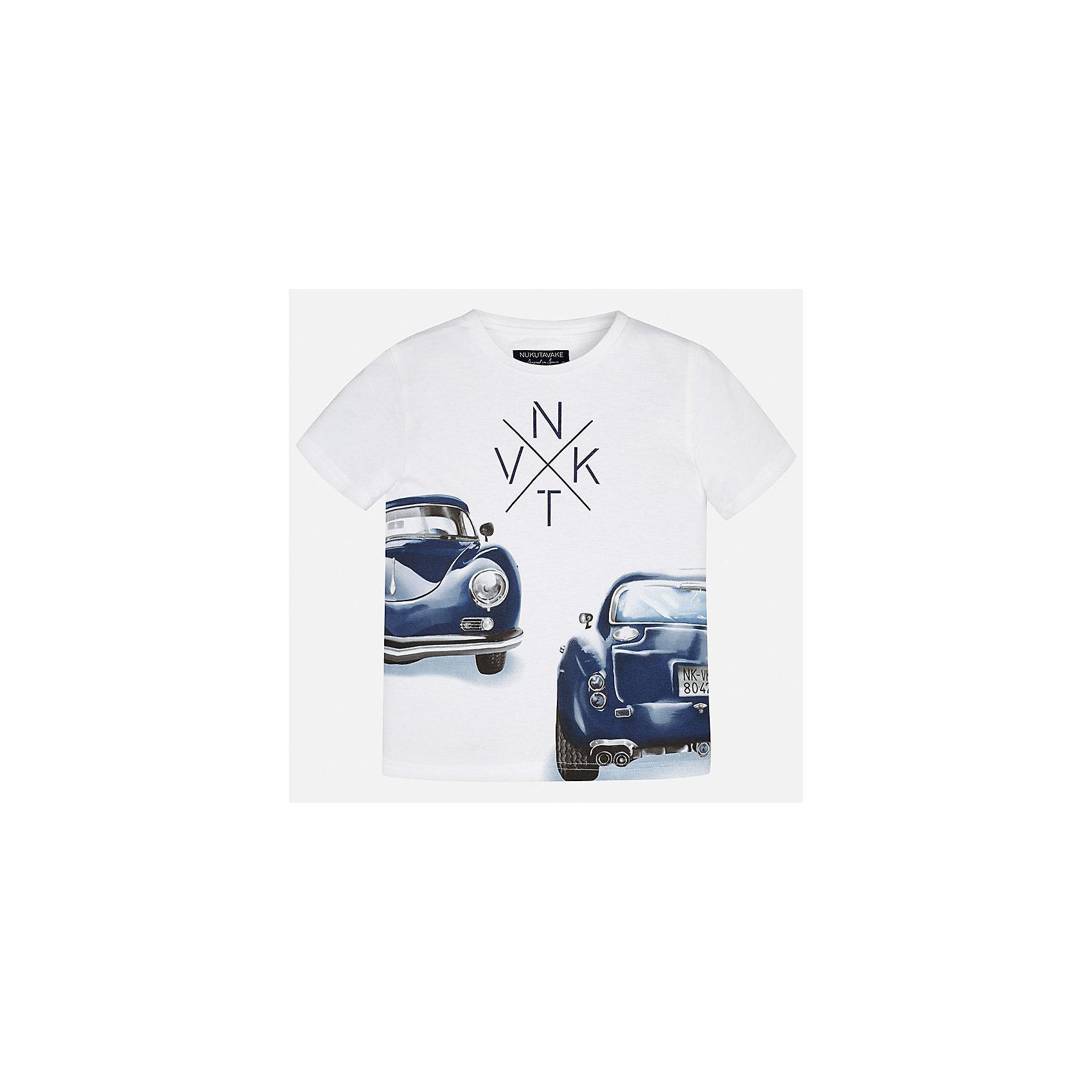 Футболка для мальчика MayoralФутболки, поло и топы<br>Характеристики товара:<br><br>• цвет: белый<br>• состав: 100% хлопок<br>• круглый горловой вырез<br>• декорирована принтом<br>• короткие рукава<br>• мягкая отделка горловины<br>• страна бренда: Испания<br><br>Стильная удобная футболка с принтом поможет разнообразить гардероб мальчика. Она отлично сочетается с брюками, шортами, джинсами. Универсальный крой и цвет позволяет подобрать к вещи низ разных расцветок. Практичное и стильное изделие! Хорошо смотрится и комфортно сидит на детях. В составе материала - только натуральный хлопок, гипоаллергенный, приятный на ощупь, дышащий. <br><br>Одежда, обувь и аксессуары от испанского бренда Mayoral полюбились детям и взрослым по всему миру. Модели этой марки - стильные и удобные. Для их производства используются только безопасные, качественные материалы и фурнитура. Порадуйте ребенка модными и красивыми вещами от Mayoral! <br><br>Футболку для мальчика от испанского бренда Mayoral (Майорал) можно купить в нашем интернет-магазине.<br><br>Ширина мм: 199<br>Глубина мм: 10<br>Высота мм: 161<br>Вес г: 151<br>Цвет: белый<br>Возраст от месяцев: 84<br>Возраст до месяцев: 96<br>Пол: Мужской<br>Возраст: Детский<br>Размер: 128/134,170,164,158,152,140<br>SKU: 5281251