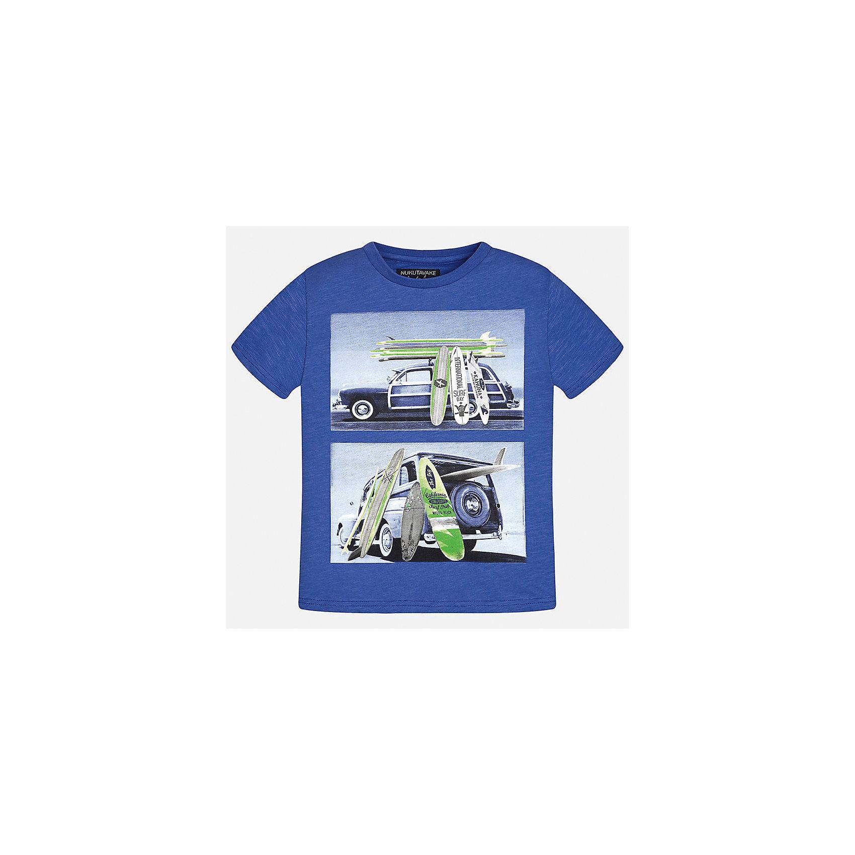 Футболка для мальчика MayoralФутболки, поло и топы<br>Характеристики товара:<br><br>• цвет: синий<br>• состав: 100% хлопок<br>• круглый горловой вырез<br>• декорирована принтом<br>• короткие рукава<br>• мягкая отделка горловины<br>• страна бренда: Испания<br><br>Стильная удобная футболка с принтом поможет разнообразить гардероб мальчика. Она отлично сочетается с брюками, шортами, джинсами. Универсальный крой и цвет позволяет подобрать к вещи низ разных расцветок. Практичное и стильное изделие! Хорошо смотрится и комфортно сидит на детях. В составе материала - только натуральный хлопок, гипоаллергенный, приятный на ощупь, дышащий. <br><br>Одежда, обувь и аксессуары от испанского бренда Mayoral полюбились детям и взрослым по всему миру. Модели этой марки - стильные и удобные. Для их производства используются только безопасные, качественные материалы и фурнитура. Порадуйте ребенка модными и красивыми вещами от Mayoral! <br><br>Футболку для мальчика от испанского бренда Mayoral (Майорал) можно купить в нашем интернет-магазине.<br><br>Ширина мм: 199<br>Глубина мм: 10<br>Высота мм: 161<br>Вес г: 151<br>Цвет: серый<br>Возраст от месяцев: 84<br>Возраст до месяцев: 96<br>Пол: Мужской<br>Возраст: Детский<br>Размер: 128/134,170,164,158,152,140<br>SKU: 5281323