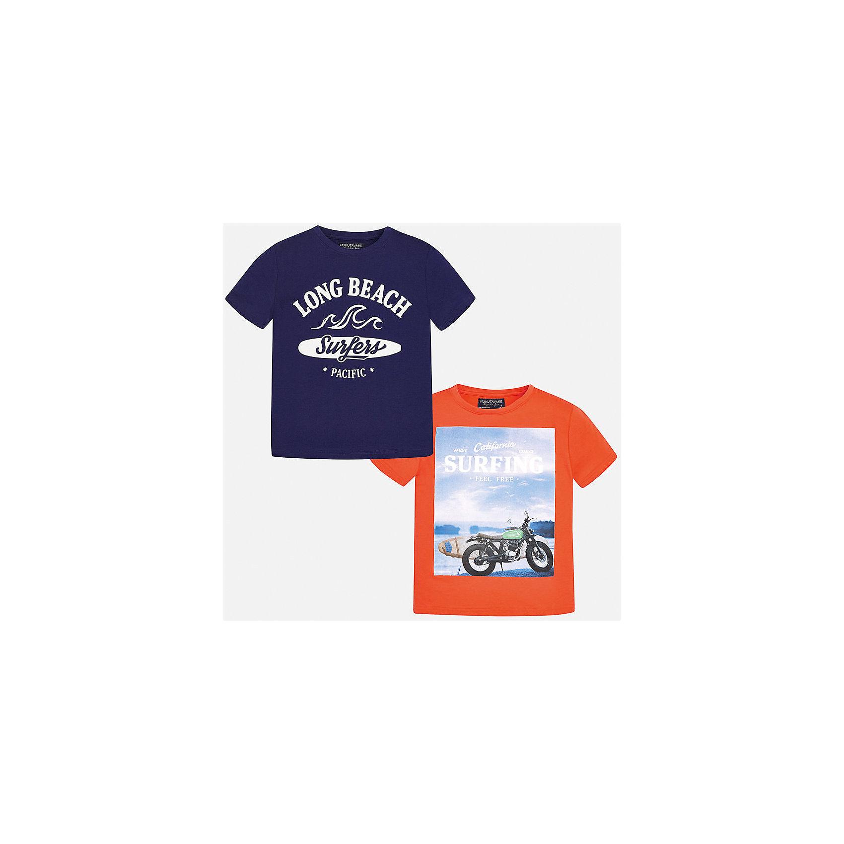 Футболка с длинным рукавом для мальчика MayoralФутболки, поло и топы<br>Характеристики товара:<br><br>• цвет: синий/оранжевый<br>• состав: 100% хлопок<br>• комплектация: 2 шт<br>• круглый горловой вырез<br>• декорированы принтом<br>• короткие рукава<br>• мягкая отделка горловины<br>• страна бренда: Испания<br><br>Модная удобная футболка с принтом поможет разнообразить гардероб мальчика. Она отлично сочетается с брюками, шортами, джинсами. Универсальный крой и цвет позволяет подобрать к вещи низ разных расцветок. Практичное и стильное изделие! Хорошо смотрится и комфортно сидит на детях. В составе материала - только натуральный хлопок, гипоаллергенный, приятный на ощупь, дышащий. В этом комплекте - сразу две стильные футболки!<br><br>Одежда, обувь и аксессуары от испанского бренда Mayoral полюбились детям и взрослым по всему миру. Модели этой марки - стильные и удобные. Для их производства используются только безопасные, качественные материалы и фурнитура. Порадуйте ребенка модными и красивыми вещами от Mayoral! <br><br>Футболку (2 шт.) для мальчика от испанского бренда Mayoral (Майорал) можно купить в нашем интернет-магазине.<br><br>Ширина мм: 230<br>Глубина мм: 40<br>Высота мм: 220<br>Вес г: 250<br>Цвет: черный<br>Возраст от месяцев: 144<br>Возраст до месяцев: 156<br>Пол: Мужской<br>Возраст: Детский<br>Размер: 164,128/134,140,152,158,170<br>SKU: 5281360