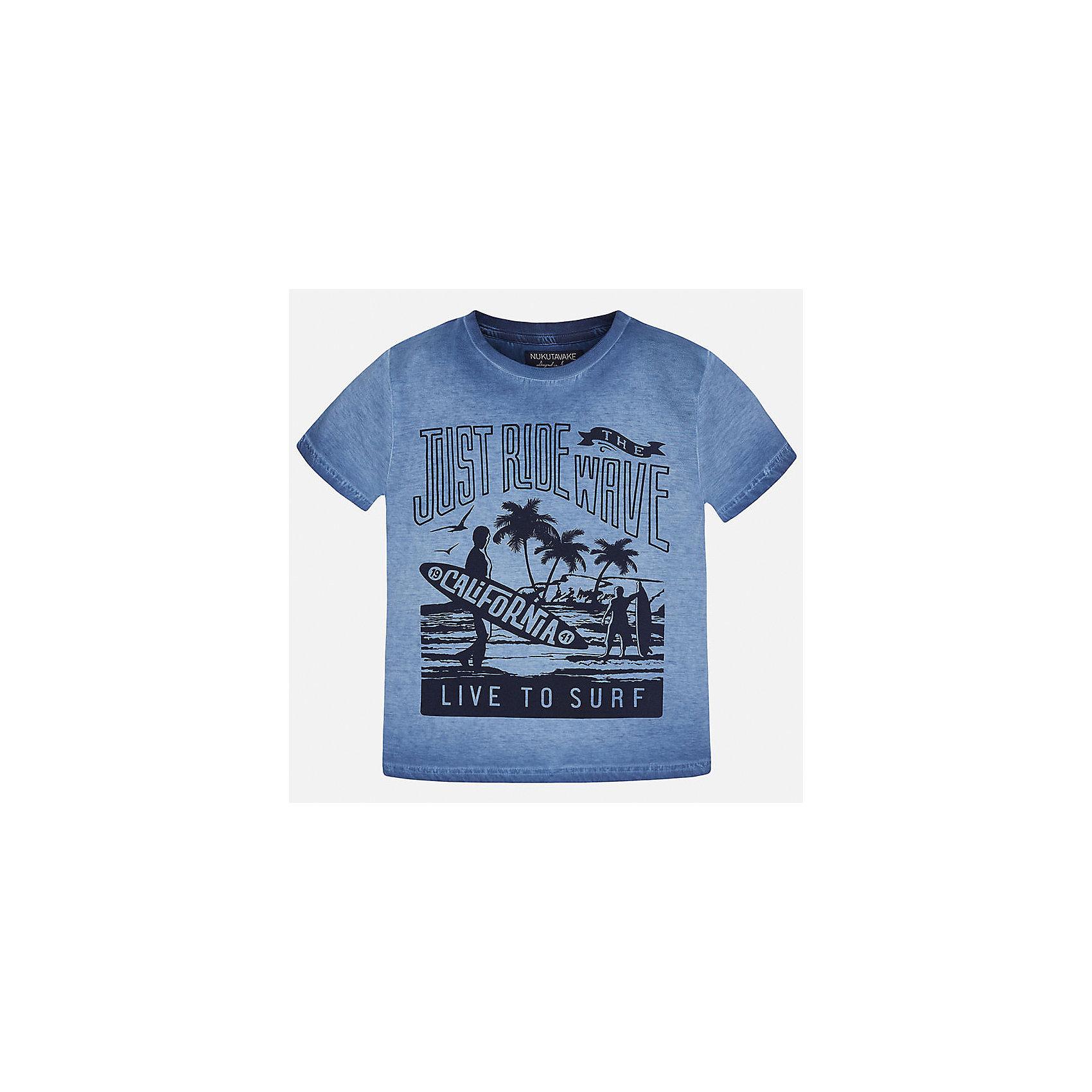 Футболка для мальчика MayoralЛови волну<br>Характеристики товара:<br><br>• цвет: синий<br>• состав: 100% хлопок<br>• круглый горловой вырез<br>• декорирована принтом<br>• короткие рукава<br>• мягкая отделка горловины<br>• страна бренда: Испания<br><br>Модная удобная футболка с принтом поможет разнообразить гардероб мальчика. Она отлично сочетается с брюками, шортами, джинсами. Универсальный крой и цвет позволяет подобрать к вещи низ разных расцветок. Практичное и стильное изделие! Хорошо смотрится и комфортно сидит на детях. В составе материала - только натуральный хлопок, гипоаллергенный, приятный на ощупь, дышащий. <br><br>Одежда, обувь и аксессуары от испанского бренда Mayoral полюбились детям и взрослым по всему миру. Модели этой марки - стильные и удобные. Для их производства используются только безопасные, качественные материалы и фурнитура. Порадуйте ребенка модными и красивыми вещами от Mayoral! <br><br>Футболку для мальчика от испанского бренда Mayoral (Майорал) можно купить в нашем интернет-магазине.<br><br>Ширина мм: 199<br>Глубина мм: 10<br>Высота мм: 161<br>Вес г: 151<br>Цвет: синий<br>Возраст от месяцев: 84<br>Возраст до месяцев: 96<br>Пол: Мужской<br>Возраст: Детский<br>Размер: 128/134,170,164,158,152,140<br>SKU: 5281374