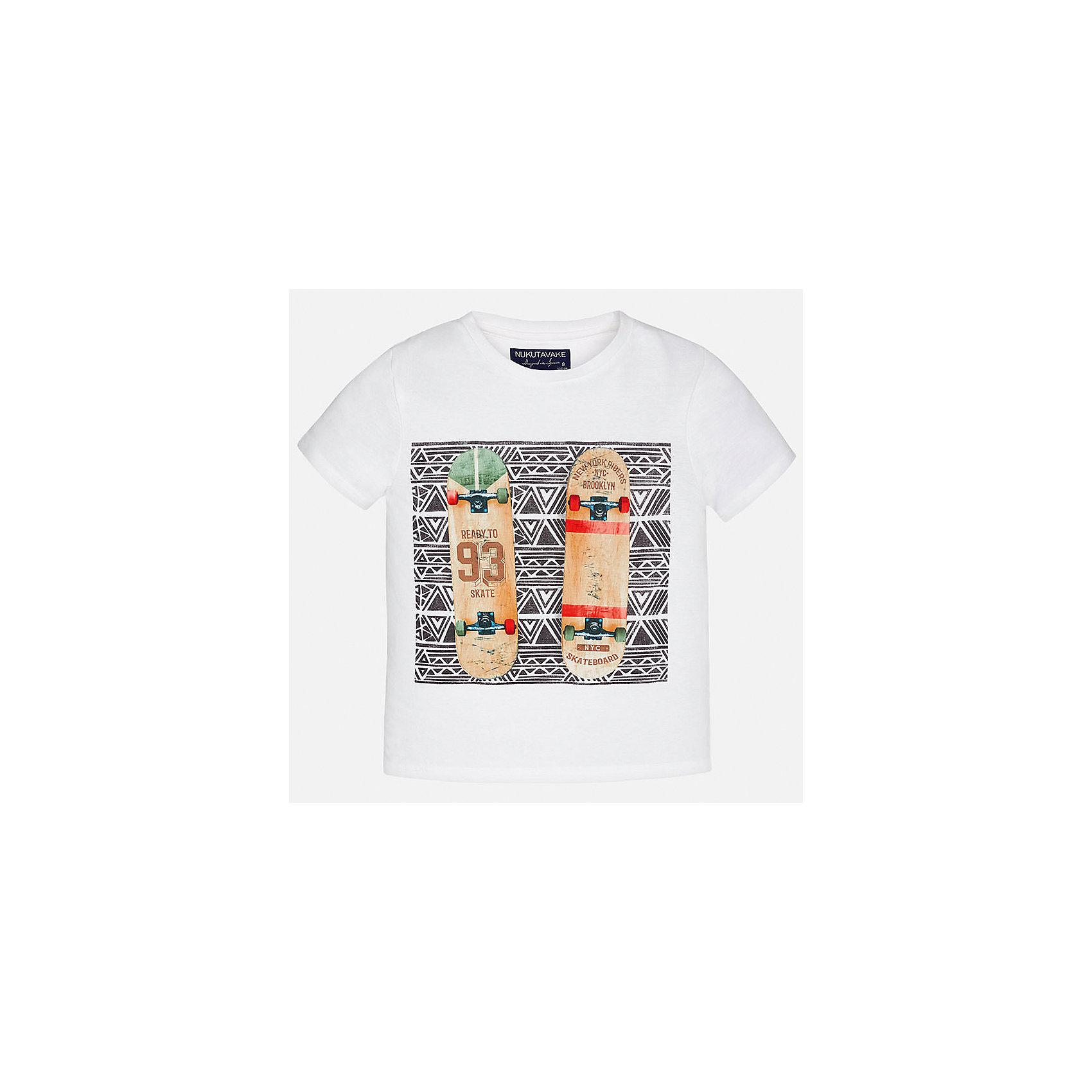Футболка для мальчика MayoralФутболки, поло и топы<br>Характеристики товара:<br><br>• цвет: белый<br>• состав: 100% хлопок<br>• круглый горловой вырез<br>• декорирована принтом<br>• короткие рукава<br>• мягкая отделка горловины<br>• страна бренда: Испания<br><br>Стильная удобная футболка с принтом поможет разнообразить гардероб мальчика. Она отлично сочетается с брюками, шортами, джинсами. Универсальный крой и цвет позволяет подобрать к вещи низ разных расцветок. Практичное и стильное изделие! Хорошо смотрится и комфортно сидит на детях. В составе материала - только натуральный хлопок, гипоаллергенный, приятный на ощупь, дышащий. <br><br>Одежда, обувь и аксессуары от испанского бренда Mayoral полюбились детям и взрослым по всему миру. Модели этой марки - стильные и удобные. Для их производства используются только безопасные, качественные материалы и фурнитура. Порадуйте ребенка модными и красивыми вещами от Mayoral! <br><br>Футболку для мальчика от испанского бренда Mayoral (Майорал) можно купить в нашем интернет-магазине.<br><br>Ширина мм: 199<br>Глубина мм: 10<br>Высота мм: 161<br>Вес г: 151<br>Цвет: белый<br>Возраст от месяцев: 144<br>Возраст до месяцев: 156<br>Пол: Мужской<br>Возраст: Детский<br>Размер: 164,170,152,158,140,128/134<br>SKU: 5281416