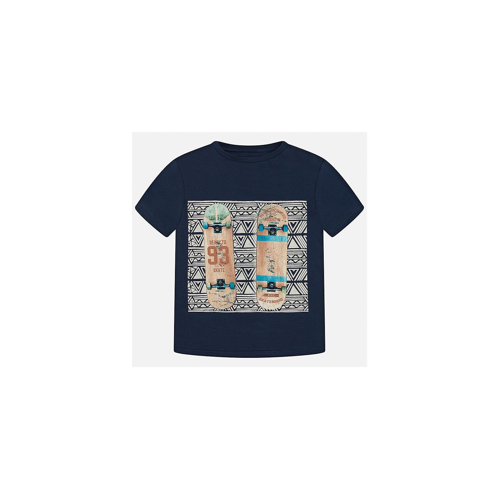 Футболка для мальчика MayoralФутболки, поло и топы<br>Характеристики товара:<br><br>• цвет: синий<br>• состав: 100% хлопок<br>• круглый горловой вырез<br>• декорирована принтом<br>• короткие рукава<br>• мягкая отделка горловины<br>• страна бренда: Испания<br><br>Стильная удобная футболка с принтом поможет разнообразить гардероб мальчика. Она отлично сочетается с брюками, шортами, джинсами. Универсальный крой и цвет позволяет подобрать к вещи низ разных расцветок. Практичное и стильное изделие! Хорошо смотрится и комфортно сидит на детях. В составе материала - только натуральный хлопок, гипоаллергенный, приятный на ощупь, дышащий. <br><br>Одежда, обувь и аксессуары от испанского бренда Mayoral полюбились детям и взрослым по всему миру. Модели этой марки - стильные и удобные. Для их производства используются только безопасные, качественные материалы и фурнитура. Порадуйте ребенка модными и красивыми вещами от Mayoral! <br><br>Футболку для мальчика от испанского бренда Mayoral (Майорал) можно купить в нашем интернет-магазине.<br><br>Ширина мм: 199<br>Глубина мм: 10<br>Высота мм: 161<br>Вес г: 151<br>Цвет: синий<br>Возраст от месяцев: 120<br>Возраст до месяцев: 132<br>Пол: Мужской<br>Возраст: Детский<br>Размер: 152,140,128/134,170,164,158<br>SKU: 5281423