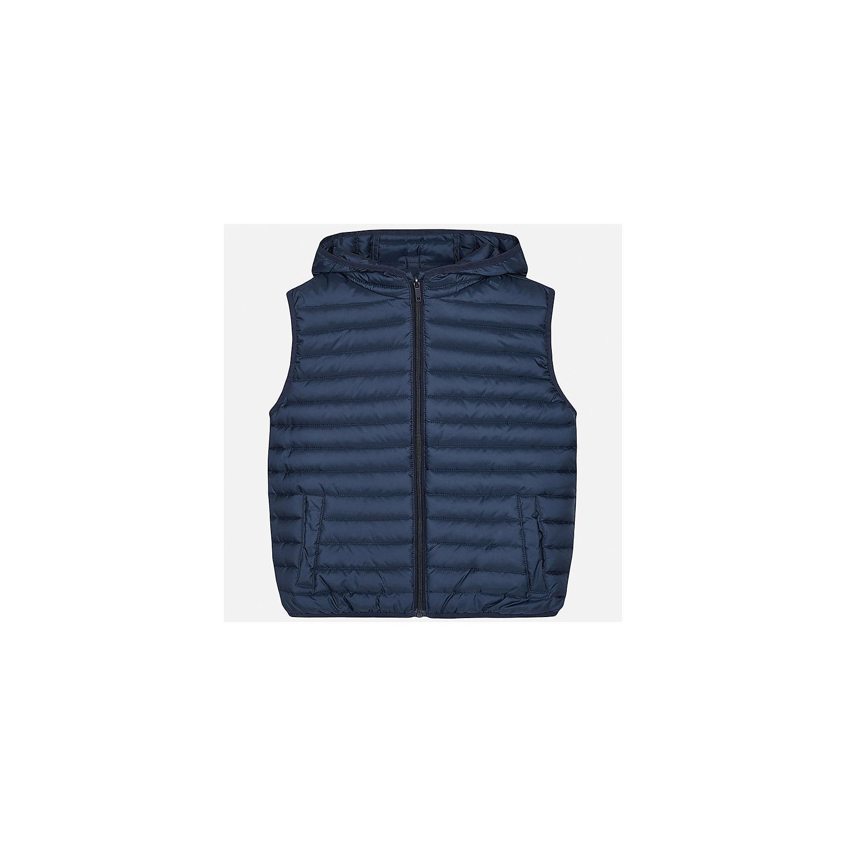 Жилет для мальчика MayoralВерхняя одежда<br>Характеристики товара:<br><br>• цвет: синий<br>• состав: 100% полиэстер<br>• температурный режим: от +15°до +10°С<br>• без рукавов<br>• карманы<br>• молния <br>• капюшон<br>• страна бренда: Испания<br><br>Стильный жилет для мальчика поможет разнообразить гардероб ребенка и обеспечить тепло. Он отлично сочетается и с джинсами, и с брюками. Универсальный цвет позволяет подобрать к вещи низ различных расцветок. Модное и практичное изделие.<br><br>Одежда, обувь и аксессуары от испанского бренда Mayoral полюбились детям и взрослым по всему миру. Модели этой марки - стильные и удобные. Для их производства используются только безопасные, качественные материалы и фурнитура. Порадуйте ребенка модными и красивыми вещами от Mayoral! <br><br>Жилет для мальчика от испанского бренда Mayoral (Майорал) можно купить в нашем интернет-магазине.<br><br>Ширина мм: 190<br>Глубина мм: 74<br>Высота мм: 229<br>Вес г: 236<br>Цвет: синий<br>Возраст от месяцев: 144<br>Возраст до месяцев: 156<br>Пол: Мужской<br>Возраст: Детский<br>Размер: 164,170,158,152,140,128/134<br>SKU: 5281881