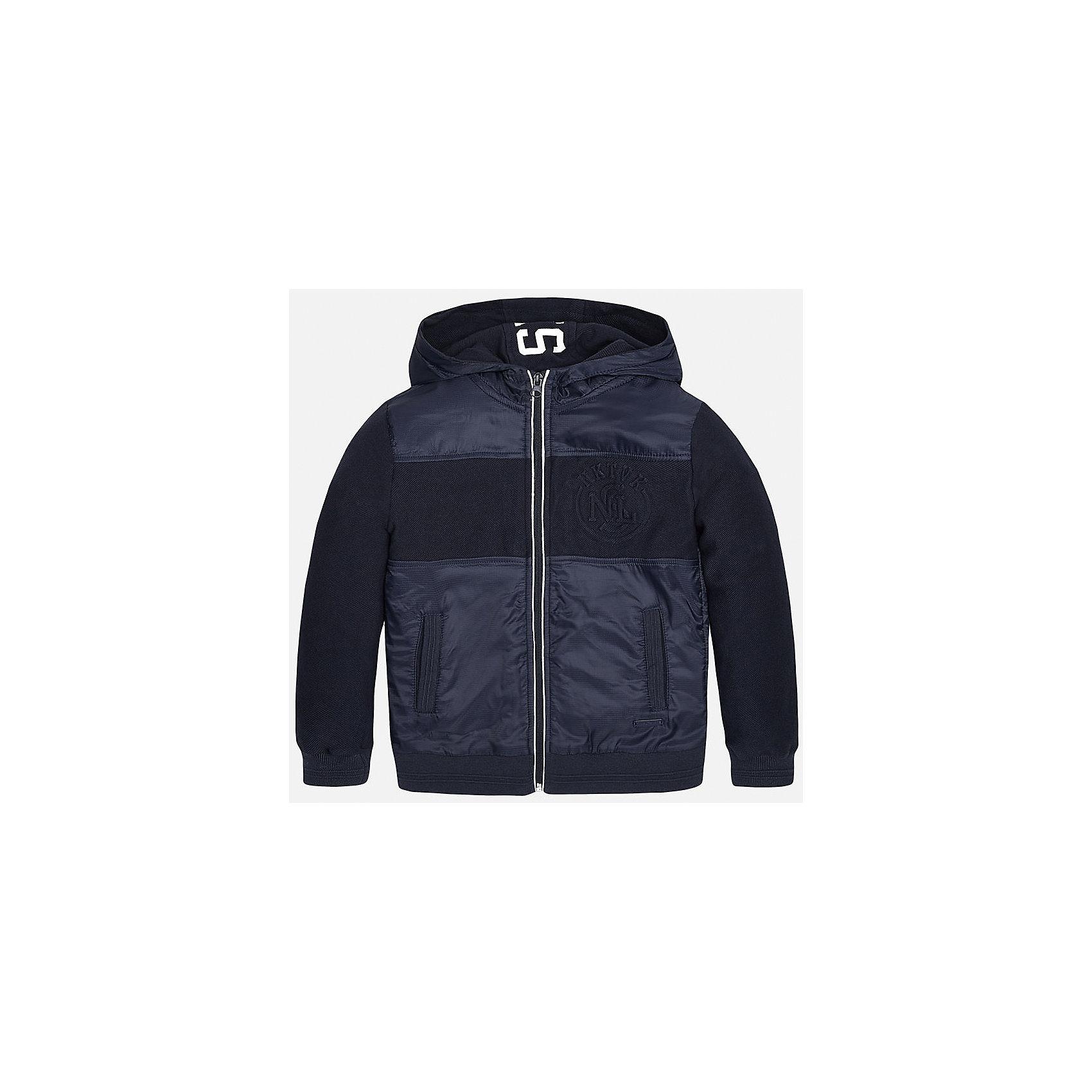 Куртка для мальчика MayoralХарактеристики товара:<br><br>• цвет: синий<br>• состав: 65% полиамид, 20% хлопок, 15% полиэстер, подкладка - 100% полиэстер<br>• температурный режим: от +15°до +10°С<br>• капюшон<br>• карманы<br>• застежка: молния<br>• вышивка<br>• страна бренда: Испания<br><br>Модная куртка для мальчика может стать базовой вещью в гардеробе ребенка. Она отлично сочетается с майками, футболками, рубашками и т.д. Универсальный крой и цвет позволяет подобрать к вещи низ разных расцветок. Практичное и стильное изделие! В составе материала - натуральный хлопок, гипоаллергенный, приятный на ощупь, дышащий.<br><br>Одежда, обувь и аксессуары от испанского бренда Mayoral полюбились детям и взрослым по всему миру. Модели этой марки - стильные и удобные. Для их производства используются только безопасные, качественные материалы и фурнитура. Порадуйте ребенка модными и красивыми вещами от Mayoral! <br><br>Куртку для мальчика от испанского бренда Mayoral (Майорал) можно купить в нашем интернет-магазине.<br><br>Ширина мм: 356<br>Глубина мм: 10<br>Высота мм: 245<br>Вес г: 519<br>Цвет: синий<br>Возраст от месяцев: 84<br>Возраст до месяцев: 96<br>Пол: Мужской<br>Возраст: Детский<br>Размер: 128/134,170,164,158,152,140<br>SKU: 5281961