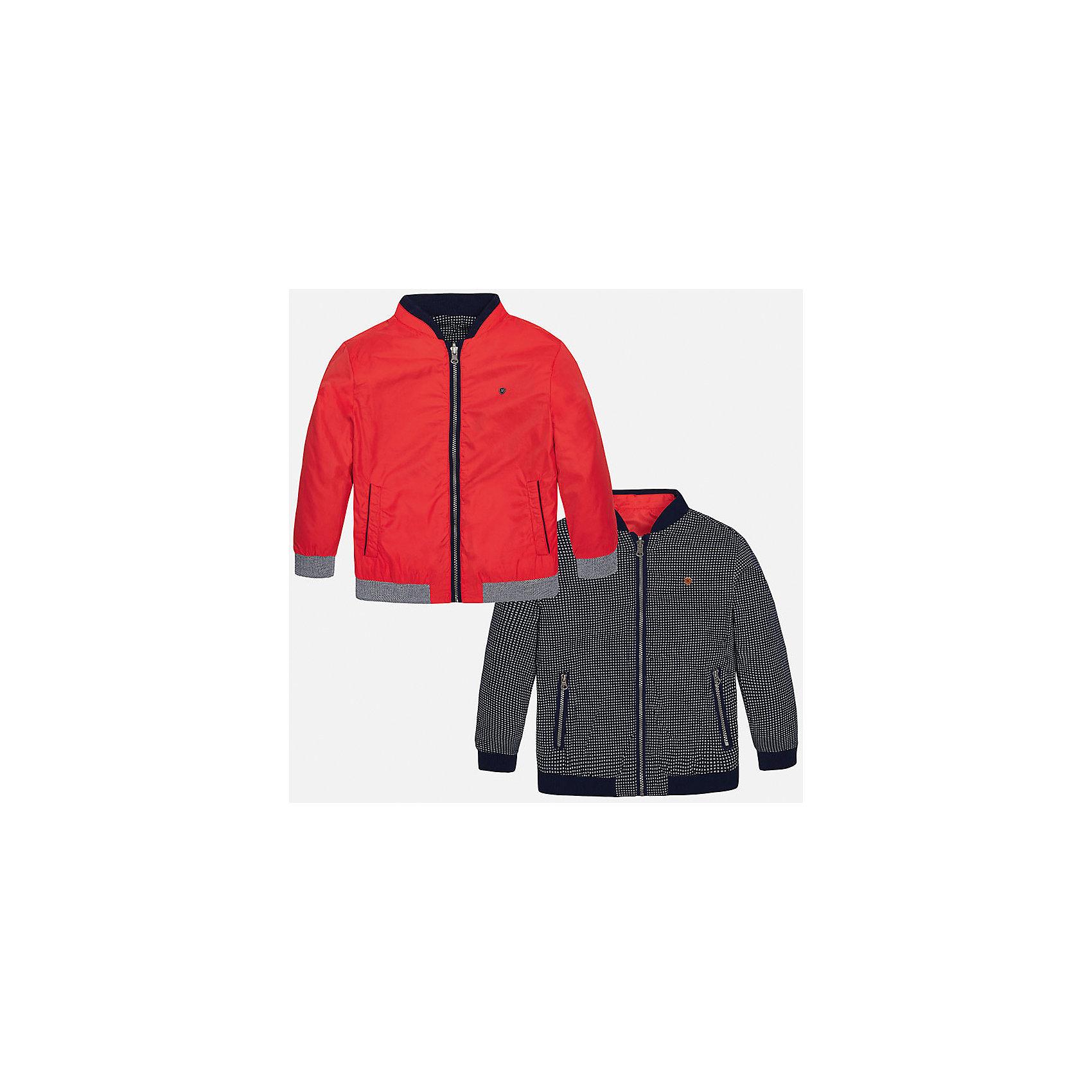 Ветровка двухсторонняя для мальчика MayoralВерхняя одежда<br>Характеристики товара:<br><br>• цвет: красный/синий<br>• состав: 100% полиэстер, подкладка - 100% хлопок<br>• двусторонняя<br>• карманы<br>• молния<br>• манжеты<br>• страна бренда: Испания<br><br>Легкая куртка для мальчика поможет разнообразить гардероб ребенка и обеспечить тепло в прохладную погоду. Эта ветровка - два в одном: стоит её вывернуть - и появляется еще одна курточка другой расцветки. Она отлично сочетается и с джинсами, и с брюками. Универсальный цвет позволяет подобрать к вещи низ различных расцветок. Интересная отделка модели делает её нарядной и оригинальной. <br><br>Одежда, обувь и аксессуары от испанского бренда Mayoral полюбились детям и взрослым по всему миру. Модели этой марки - стильные и удобные. Для их производства используются только безопасные, качественные материалы и фурнитура. Порадуйте ребенка модными и красивыми вещами от Mayoral! <br><br>Ветровку для мальчика от испанского бренда Mayoral (Майорал) можно купить в нашем интернет-магазине.<br><br>Ширина мм: 356<br>Глубина мм: 10<br>Высота мм: 245<br>Вес г: 519<br>Цвет: красный<br>Возраст от месяцев: 120<br>Возраст до месяцев: 132<br>Пол: Мужской<br>Возраст: Детский<br>Размер: 128/134,140,158,164,170,152<br>SKU: 5281968