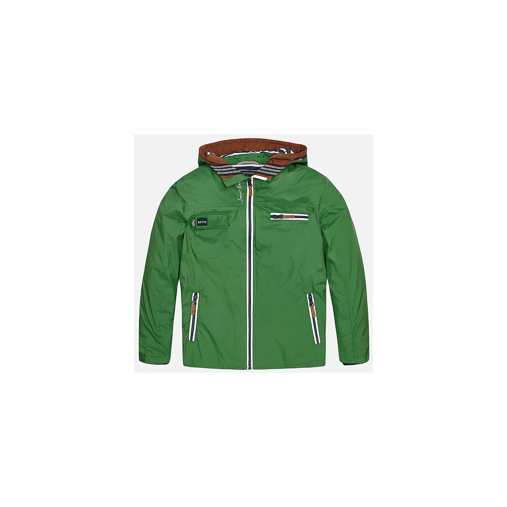 Ветровка для мальчика MayoralХарактеристики товара:<br><br>• цвет: зеленый<br>• состав: 100% полиэстер, подкладка - 35% хлопок, 65% полиэстер<br>• капюшон<br>• карманы<br>• застежка: молния<br>• вышивка<br>• страна бренда: Испания<br><br>Модная куртка для мальчика может стать базовой вещью в гардеробе ребенка. Она отлично сочетается с майками, футболками, рубашками и т.д. Универсальный крой и цвет позволяет подобрать к вещи низ разных расцветок. Практичное и стильное изделие! В составе материала - натуральный хлопок, гипоаллергенный, приятный на ощупь, дышащий.<br><br>Одежда, обувь и аксессуары от испанского бренда Mayoral полюбились детям и взрослым по всему миру. Модели этой марки - стильные и удобные. Для их производства используются только безопасные, качественные материалы и фурнитура. Порадуйте ребенка модными и красивыми вещами от Mayoral! <br><br>Ветровку для мальчика от испанского бренда Mayoral (Майорал) можно купить в нашем интернет-магазине.<br><br>Ширина мм: 356<br>Глубина мм: 10<br>Высота мм: 245<br>Вес г: 519<br>Цвет: зеленый<br>Возраст от месяцев: 156<br>Возраст до месяцев: 168<br>Пол: Мужской<br>Возраст: Детский<br>Размер: 170,140,128/134,164,158,152<br>SKU: 5282003