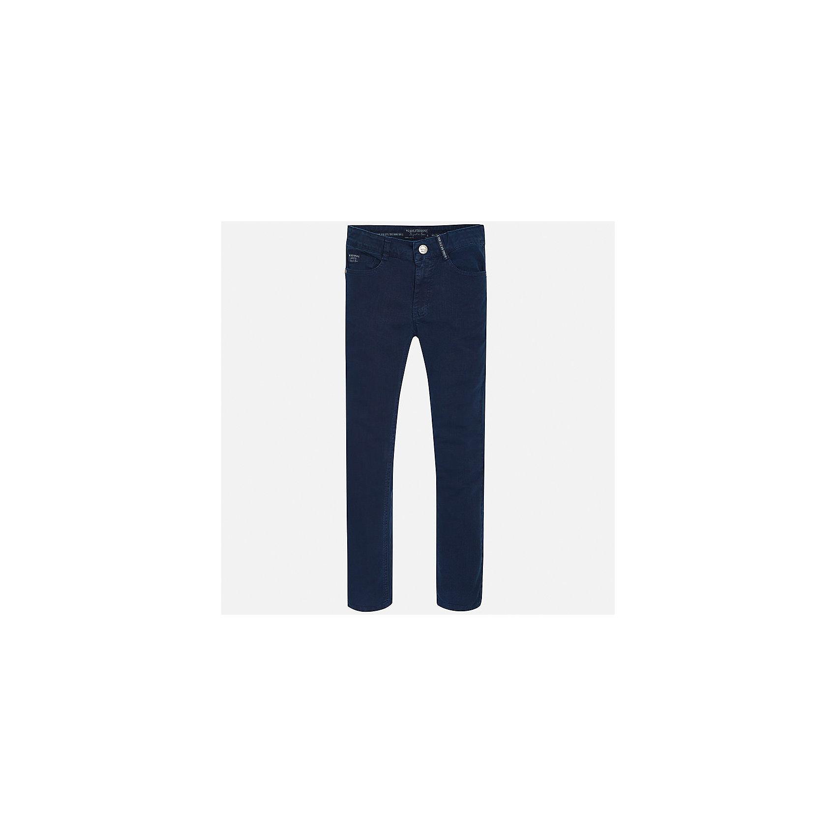Брюки для мальчика MayoralДжинсовая одежда<br>Характеристики товара:<br><br>• цвет: синий<br>• состав: 98% хлопок, 2% эластан<br>• шлевки<br>• карманы<br>• пояс с регулировкой объема<br>• классический силуэт<br>• страна бренда: Испания<br><br>Стильные брюки классического кроя для мальчика могут стать базовой вещью в гардеробе ребенка. Они отлично сочетаются с рубашками, футболками, куртками и т.д. Универсальный крой и цвет позволяет подобрать к вещи верх разных расцветок. Практичное и стильное изделие! В составе материала - натуральный хлопок, гипоаллергенный, приятный на ощупь, дышащий.<br><br>Одежда, обувь и аксессуары от испанского бренда Mayoral полюбились детям и взрослым по всему миру. Модели этой марки - стильные и удобные. Для их производства используются только безопасные, качественные материалы и фурнитура. Порадуйте ребенка модными и красивыми вещами от Mayoral! <br><br>Брюки для мальчика от испанского бренда Mayoral (Майорал) можно купить в нашем интернет-магазине.<br><br>Ширина мм: 215<br>Глубина мм: 88<br>Высота мм: 191<br>Вес г: 336<br>Цвет: синий<br>Возраст от месяцев: 132<br>Возраст до месяцев: 144<br>Пол: Мужской<br>Возраст: Детский<br>Размер: 158,170,128/134,164,152,140<br>SKU: 5282017