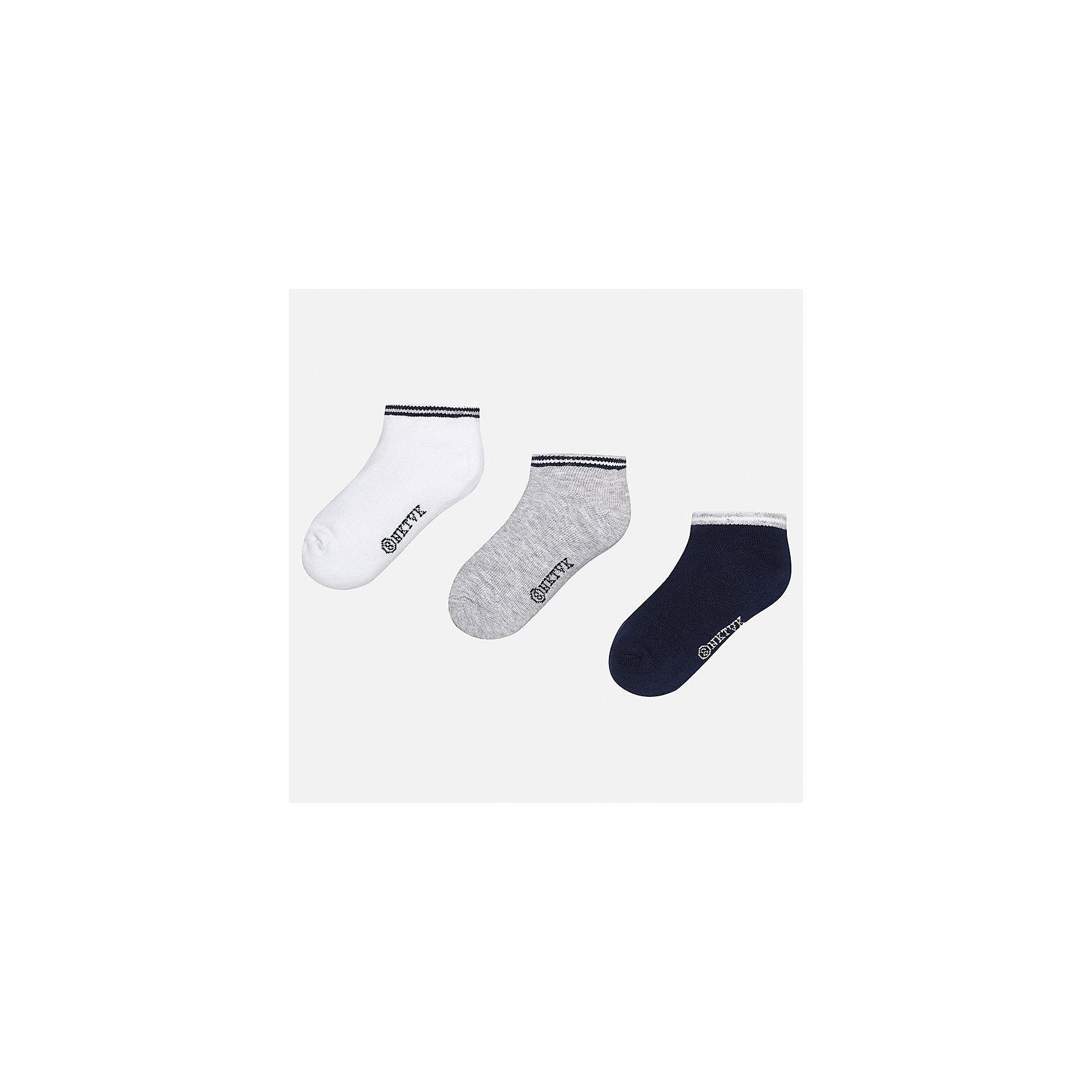 Носки (3 пары) для мальчика MayoralНоски<br>Характеристики товара:<br><br>• цвет: белый/серый/синий<br>• состав: 72% хлопок, 25% полиамид, 3% эластан<br>• комплектация: три пары<br>• мягкая резинка<br>• эластичный материал<br>• однотонные<br>• страна бренда: Испания<br><br>Удобные симпатичные носки для мальчика помогут обеспечить ребенку комфорт и дополнить наряд. Универсальный цвет позволяет надевать их под обувь разных расцветок. Носки удобно сидят на ноге и аккуратно смотрятся. Этот комплект - практичный и красивый! В составе материала - натуральный хлопок, гипоаллергенный, приятный на ощупь, дышащий. <br><br>Одежда, обувь и аксессуары от испанского бренда Mayoral полюбились детям и взрослым по всему миру. Модели этой марки - стильные и удобные. Для их производства используются только безопасные, качественные материалы и фурнитура. Порадуйте ребенка модными и красивыми вещами от Mayoral! <br><br>Носки (3 пары) для мальчика от испанского бренда Mayoral (Майорал) можно купить в нашем интернет-магазине.<br><br>Ширина мм: 87<br>Глубина мм: 10<br>Высота мм: 105<br>Вес г: 115<br>Цвет: серый<br>Возраст от месяцев: 72<br>Возраст до месяцев: 96<br>Пол: Мужской<br>Возраст: Детский<br>Размер: 8,14,16,12,10<br>SKU: 5282121