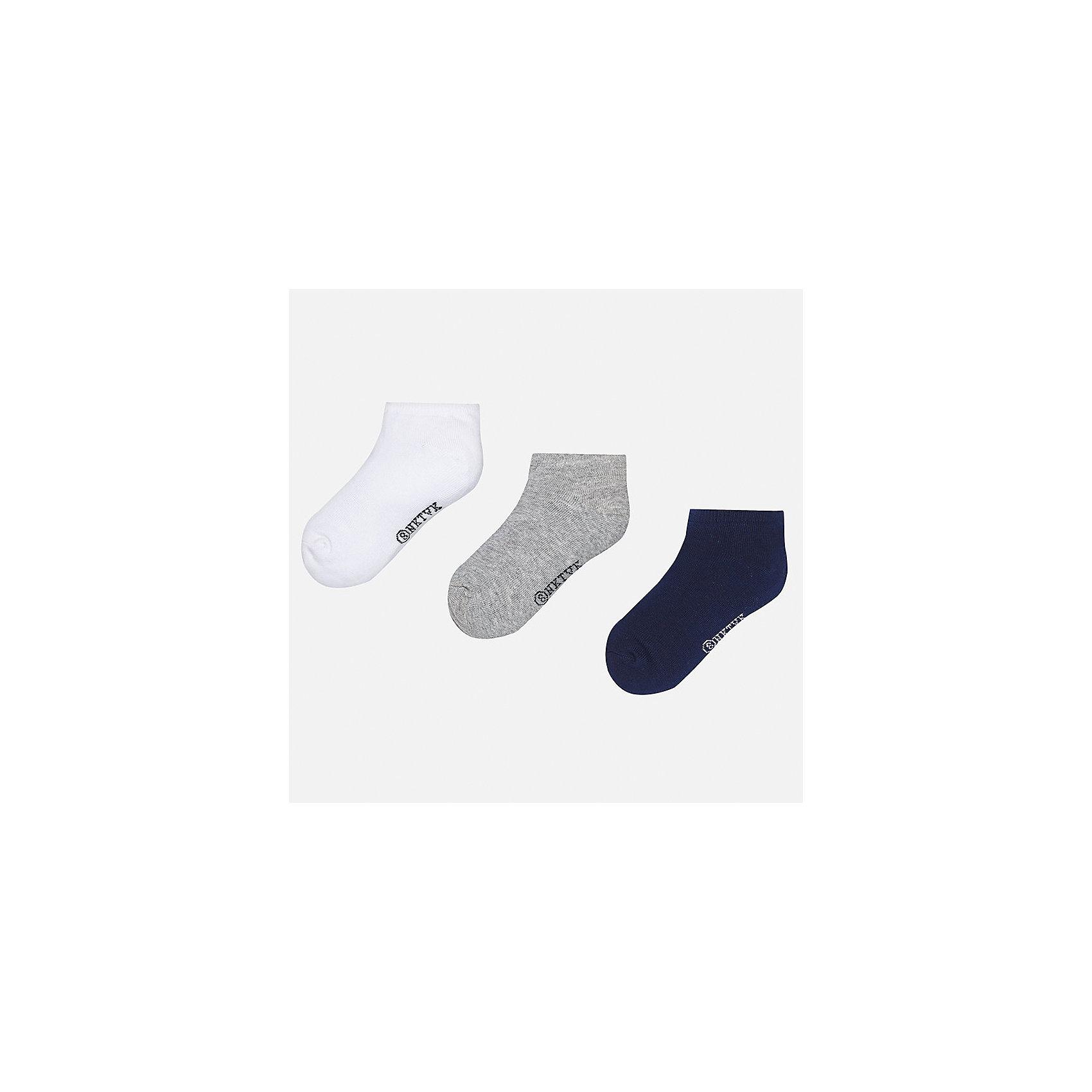 Носки (3 пары) для мальчика MayoralНоски<br>Характеристики товара:<br><br>• цвет: белы/серый/синий<br>• состав: 72% хлопок, 25% полиамид, 3% эластан<br>• комплектация: три пары<br>• мягкая резинка<br>• эластичный материал<br>• однотонные<br>• страна бренда: Испания<br><br>Удобные симпатичные носки для мальчика помогут обеспечить ребенку комфорт и дополнить наряд. Универсальный цвет позволяет надевать их под обувь разных расцветок. Носки удобно сидят на ноге и аккуратно смотрятся. Этот комплект - практичный и красивый! В составе материала - натуральный хлопок, гипоаллергенный, приятный на ощупь, дышащий. <br><br>Одежда, обувь и аксессуары от испанского бренда Mayoral полюбились детям и взрослым по всему миру. Модели этой марки - стильные и удобные. Для их производства используются только безопасные, качественные материалы и фурнитура. Порадуйте ребенка модными и красивыми вещами от Mayoral! <br><br>Носки (3 пары) для мальчика от испанского бренда Mayoral (Майорал) можно купить в нашем интернет-магазине.<br><br>Ширина мм: 87<br>Глубина мм: 10<br>Высота мм: 105<br>Вес г: 115<br>Цвет: серый<br>Возраст от месяцев: 72<br>Возраст до месяцев: 96<br>Пол: Мужской<br>Возраст: Детский<br>Размер: 8,16,14,12,10<br>SKU: 5282133