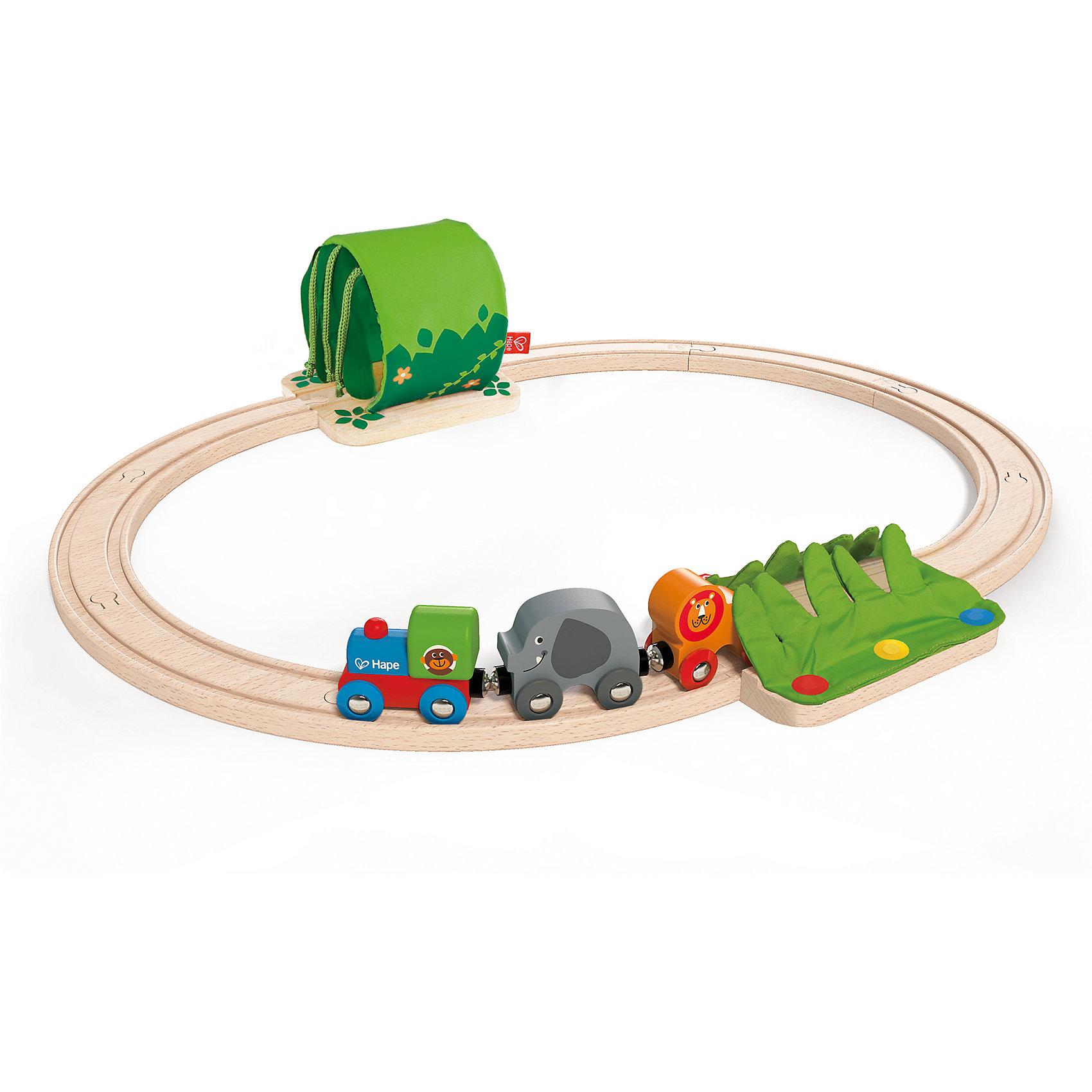 Развивающий набор Железная дорога, HapeИгрушечная железная дорога<br>Развивающий набор Железная дорога, Hape (Хейп).<br><br>Характеристики:<br><br>- В наборе: паровоз, 2 вагона, элементы для сбора железной дороги<br>- Количество деталей: 13<br>- Размер дороги: 25х48х20 см.<br>- Материал: древесина, текстиль<br>- Размер упаковки: 48х12х24 см.<br><br>Развивающий набор Железная дорога, Hape (Хейп) – это первая железная дорога малыша. Она легко собирается, состоит только из крупных элементов, чтобы ребенку было максимально комфортно играть с ней. К паровозику, при помощи магнитных элементов, присоединяются 2 вагончика в виде льва и слоника. Элементы железной дороги складываются в простой круг, на котором размещены тканевые заросли (имитация травы) и тоннель, сквозь которые будет проезжать поезд. Набор изготовлен из экологически чистых пород дерева и имеет прекрасную полировку, покрыт нетоксичной краской. Развивающий набор Железная дорога способствует развитию зрительно-моторной координации, творческих способностей и воображения.<br><br>Развивающий набор Железная дорога, Hape (Хейп) можно купить в нашем интернет-магазине.<br><br>Ширина мм: 470<br>Глубина мм: 600<br>Высота мм: 120<br>Вес г: 840<br>Возраст от месяцев: 18<br>Возраст до месяцев: 48<br>Пол: Мужской<br>Возраст: Детский<br>SKU: 5283589