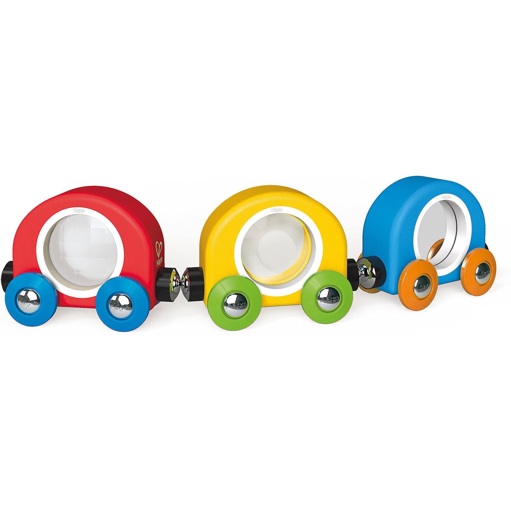 Развивающий набор Поезд, HapeРазвивающие игрушки<br>Развивающий набор Поезд, Hape (Хейп).<br><br>Характеристики:<br><br>- Возраст: 18 мес+<br>- Материал: древесина, пластик<br>- Размер игрушки: 21,9х3,3х5 см.<br><br>Развивающий набор Поезд является отличным подарком, как для девочек, так и для мальчиков. Он изготовлен из экологически чистых пород дерева и имеет прекрасную полировку. Набор состоит из трех вагончиков с зеркалом, линзой и призмой, которые крепятся друг к другу магнитными элементами, расположенными в передней и задней частях, что позволяет легко и быстро отсоединять их, и комбинировать в ходе игры. Вагон с зеркалом будет отражать объекты, которые проезжает поезд, вагон с увеличительной линзой сделает их больше, а вагон с призмой будет преломлять изображение. Малыш с удовольствием будет играть с такой игрушкой! Вагончики имеют идеальный размер для маленьких ручек, чтобы ребенку было максимально комфортно играть с ними. Играя с набором Поезд, ваш малыш будет развивать мелкую моторику, воображение и цветовосприятие. Вагончиками можно дополнить развивающий набор Железная дорога (E3800).<br><br>Развивающий набор Поезд, Hape (Хейп) можно купить в нашем интернет-магазине.<br><br>Ширина мм: 33<br>Глубина мм: 219<br>Высота мм: 50<br>Вес г: 130<br>Возраст от месяцев: 18<br>Возраст до месяцев: 48<br>Пол: Унисекс<br>Возраст: Детский<br>SKU: 5283592