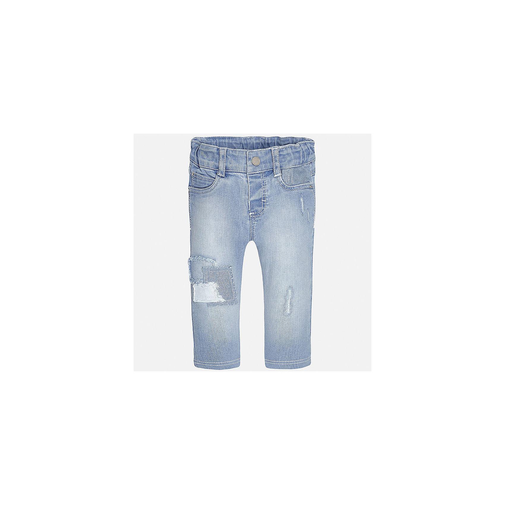 Джинсы для девочки MayoralДжинсовая одежда<br>Характеристики товара:<br><br>• цвет: голубой<br>• состав: 98% хлопок, 2% эластан<br>• эффект потертости<br>• карманы<br>• пояс с регулировкой объема<br>• шлевки<br>• страна бренда: Испания<br><br>Стильные джинсы для девочки смогут разнообразить гардероб ребенка и украсить наряд. Они отлично сочетаются с майками, футболками, блузками. Красивый оттенок позволяет подобрать к вещи верх разных расцветок. Интересный крой модели делает её нарядной и оригинальной. В составе материала - натуральный хлопок, гипоаллергенный, приятный на ощупь, дышащий.<br><br>Одежда, обувь и аксессуары от испанского бренда Mayoral полюбились детям и взрослым по всему миру. Модели этой марки - стильные и удобные. Для их производства используются только безопасные, качественные материалы и фурнитура. Порадуйте ребенка модными и красивыми вещами от Mayoral! <br><br>Джинсы для девочки от испанского бренда Mayoral (Майорал) можно купить в нашем интернет-магазине.<br><br>Ширина мм: 215<br>Глубина мм: 88<br>Высота мм: 191<br>Вес г: 336<br>Цвет: голубой<br>Возраст от месяцев: 6<br>Возраст до месяцев: 9<br>Пол: Женский<br>Возраст: Детский<br>Размер: 74,86,92,80<br>SKU: 5288996