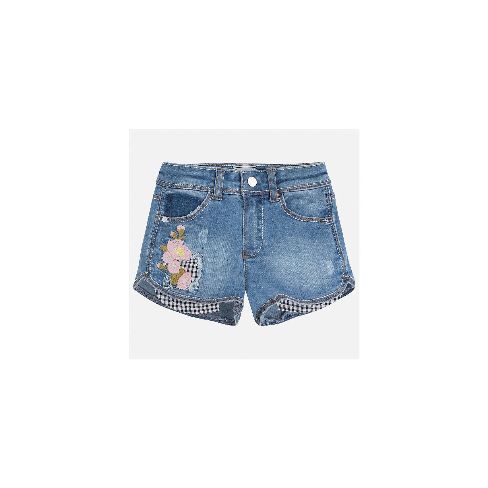 Шорты джинсовые для девочки MayoralШорты, бриджи, капри<br>Характеристики товара:<br><br>• цвет: синий<br>• состав: 100% хлопок<br>• ткань с принтом<br>• пояс на резинке<br>• декоративная складка на штанинах<br>• страна бренда: Испания<br><br>Модные легкие шорты для девочки смогут разнообразить гардероб ребенка и украсить наряд. Они отлично сочетаются с майками, футболками, блузками. Красивый оттенок позволяет подобрать к вещи верх разных расцветок. Интересный крой модели делает её нарядной и оригинальной. В составе материала - только натуральный хлопок, гипоаллергенный, приятный на ощупь, дышащий.<br>Одежда, обувь и аксессуары от испанского бренда Mayoral полюбились детям и взрослым по всему миру. Модели этой марки - стильные и удобные. Для их производства используются только безопасные, качественные материалы и фурнитура. Порадуйте ребенка модными и красивыми вещами от Mayoral! <br><br>Шорты джинсовые для девочки от испанского бренда Mayoral (Майорал) можно купить в нашем интернет-магазине.<br><br>Ширина мм: 191<br>Глубина мм: 10<br>Высота мм: 175<br>Вес г: 273<br>Цвет: синий<br>Возраст от месяцев: 60<br>Возраст до месяцев: 72<br>Пол: Женский<br>Возраст: Детский<br>Размер: 116,122,128,134,92,98,104,110<br>SKU: 5289771