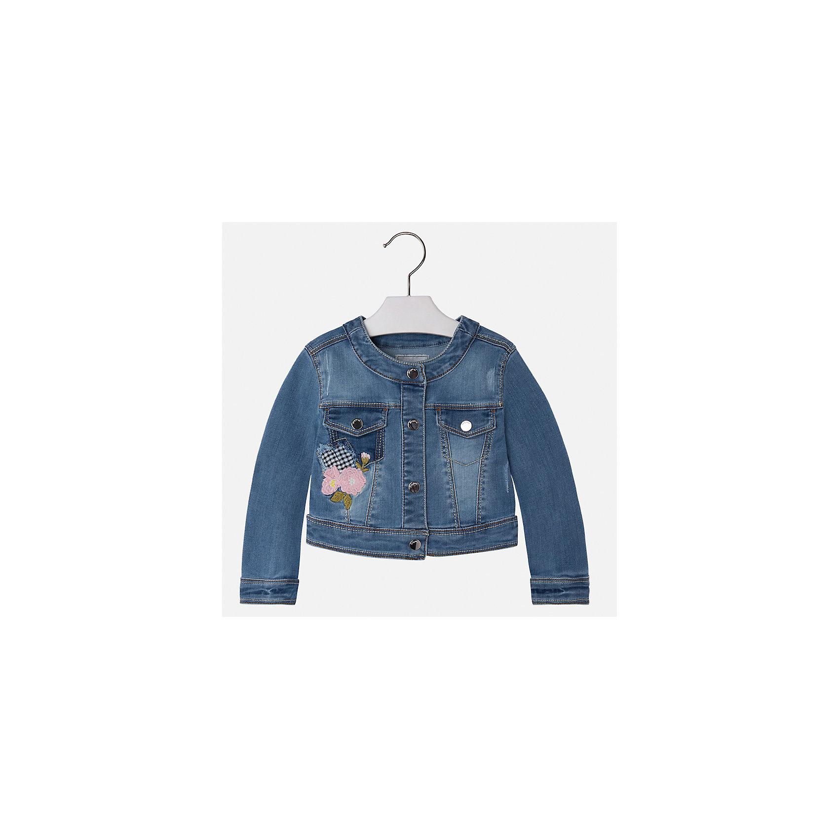 Куртка джинсовая для девочки MayoralДжинсовая одежда<br>Характеристики товара:<br><br>• цвет: синий<br>• состав: 81% полиэстер, 17% вискоза, 2% эластан<br>• вышивка<br>• карманы<br>• с длинными рукавами <br>• застежки: кнопки<br>• страна бренда: Испания<br><br>Удобная и модная куртка для девочки поможет разнообразить гардероб ребенка и обеспечить тепло в прохладную погоду. Она отлично сочетается и с юбками, и с брюками. Красивый цвет позволяет подобрать к вещи низ различных расцветок. Интересная отделка модели делает её нарядной и стильной. Оригинальной и модной куртку делает красивая вышивка.<br><br>Одежда, обувь и аксессуары от испанского бренда Mayoral полюбились детям и взрослым по всему миру. Модели этой марки - стильные и удобные. Для их производства используются только безопасные, качественные материалы и фурнитура. Порадуйте ребенка модными и красивыми вещами от Mayoral! <br><br>Куртку для девочки от испанского бренда Mayoral (Майорал) можно купить в нашем интернет-магазине.<br><br>Ширина мм: 356<br>Глубина мм: 10<br>Высота мм: 245<br>Вес г: 519<br>Цвет: синий<br>Возраст от месяцев: 18<br>Возраст до месяцев: 24<br>Пол: Женский<br>Возраст: Детский<br>Размер: 134,128,122,116,110,104,98,92<br>SKU: 5290109