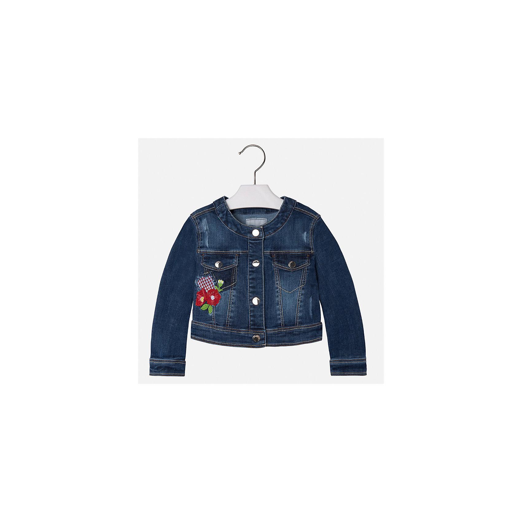 Куртка джинсовая для девочки MayoralДжинсовая одежда<br>Характеристики товара:<br><br>• цвет: синий<br>• состав: 81% полиэстер, 17% вискоза, 2% эластан<br>• температурный режим: от +20°до +10°С<br>• вышивка<br>• карманы<br>• с длинными рукавами <br>• застежки: кнопки<br>• страна бренда: Испания<br><br>Удобная и модная куртка для девочки поможет разнообразить гардероб ребенка и обеспечить тепло в прохладную погоду. Она отлично сочетается и с юбками, и с брюками. Красивый цвет позволяет подобрать к вещи низ различных расцветок. Интересная отделка модели делает её нарядной и стильной. Оригинальной и модной куртку делает красивая вышивка.<br><br>Одежда, обувь и аксессуары от испанского бренда Mayoral полюбились детям и взрослым по всему миру. Модели этой марки - стильные и удобные. Для их производства используются только безопасные, качественные материалы и фурнитура. Порадуйте ребенка модными и красивыми вещами от Mayoral! <br><br>Куртку для девочки от испанского бренда Mayoral (Майорал) можно купить в нашем интернет-магазине.<br><br>Ширина мм: 356<br>Глубина мм: 10<br>Высота мм: 245<br>Вес г: 519<br>Цвет: белый<br>Возраст от месяцев: 96<br>Возраст до месяцев: 108<br>Пол: Женский<br>Возраст: Детский<br>Размер: 134,92,98,104,110,116,122,128<br>SKU: 5290118