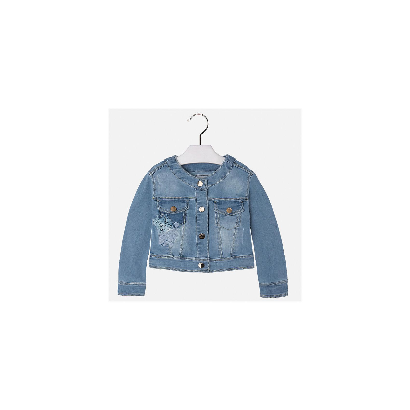 Куртка джинсовая для девочки MayoralДжинсовая одежда<br>Характеристики товара:<br><br>• цвет: голубой<br>• состав: 81% полиэстер, 17% вискоза, 2% эластан<br>• температурный режим: от +20°до +10°С<br>• вышивка<br>• карманы<br>• с длинными рукавами <br>• застежки: кнопки<br>• страна бренда: Испания<br><br>Удобная и модная куртка для девочки поможет разнообразить гардероб ребенка и обеспечить тепло в прохладную погоду. Она отлично сочетается и с юбками, и с брюками. Красивый цвет позволяет подобрать к вещи низ различных расцветок. Интересная отделка модели делает её нарядной и стильной. Оригинальной и модной куртку делает красивая вышивка.<br><br>Одежда, обувь и аксессуары от испанского бренда Mayoral полюбились детям и взрослым по всему миру. Модели этой марки - стильные и удобные. Для их производства используются только безопасные, качественные материалы и фурнитура. Порадуйте ребенка модными и красивыми вещами от Mayoral! <br><br>Куртку для девочки от испанского бренда Mayoral (Майорал) можно купить в нашем интернет-магазине.<br><br>Ширина мм: 356<br>Глубина мм: 10<br>Высота мм: 245<br>Вес г: 519<br>Цвет: синий<br>Возраст от месяцев: 96<br>Возраст до месяцев: 108<br>Пол: Женский<br>Возраст: Детский<br>Размер: 134,92,98,104,110,116,122,128<br>SKU: 5290127