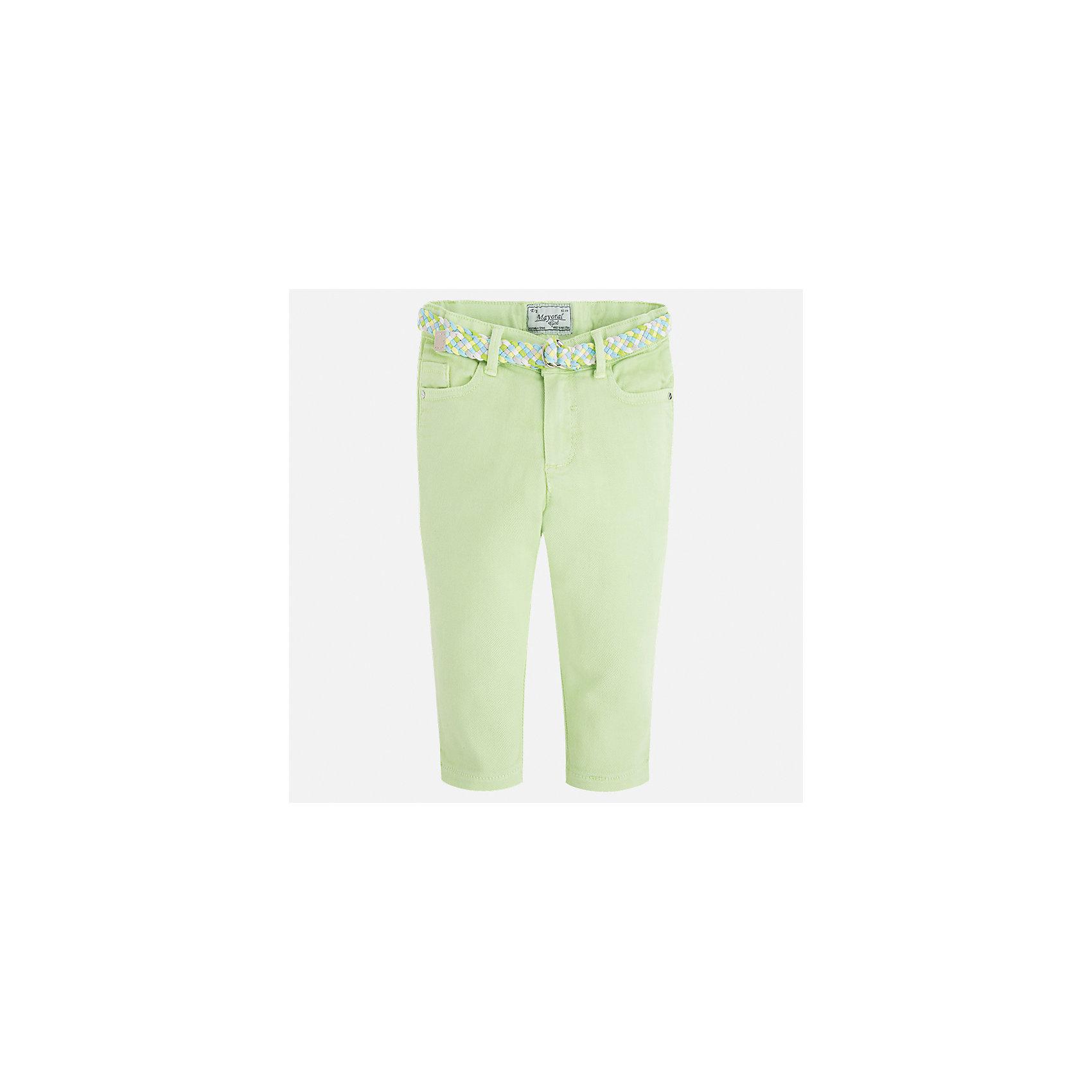 Брюки для девочки MayoralБрюки<br>Характеристики товара:<br><br>• цвет: зеленый<br>• состав: 98% хлопок, 2% эластан<br>• шлевки<br>• карманы<br>• пояс с регулировкой объема<br>• пастельный оттенок<br>• страна бренда: Испания<br><br>Модные легкие брюки для девочки смогут разнообразить гардероб ребенка и украсить наряд. Они отлично сочетаются с майками, футболками, блузками. Красивый оттенок позволяет подобрать к вещи верх разных расцветок. Интересный крой модели делает её нарядной и оригинальной. В составе материала - натуральный хлопок, гипоаллергенный, приятный на ощупь, дышащий.<br><br>Одежда, обувь и аксессуары от испанского бренда Mayoral полюбились детям и взрослым по всему миру. Модели этой марки - стильные и удобные. Для их производства используются только безопасные, качественные материалы и фурнитура. Порадуйте ребенка модными и красивыми вещами от Mayoral! <br><br>Брюки для девочки от испанского бренда Mayoral (Майорал) можно купить в нашем интернет-магазине.<br><br>Ширина мм: 215<br>Глубина мм: 88<br>Высота мм: 191<br>Вес г: 336<br>Цвет: зеленый<br>Возраст от месяцев: 96<br>Возраст до месяцев: 108<br>Пол: Женский<br>Возраст: Детский<br>Размер: 134,92,98,104,110,116,122,128<br>SKU: 5290305