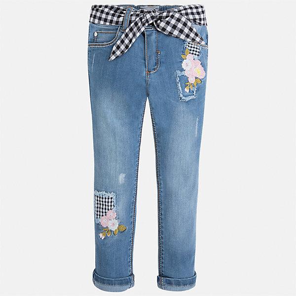 Джинсы для девочки MayoralДжинсы<br>Характеристики товара:<br><br>• цвет: синий<br>• состав: 81% хлопок, 17% полиэстер, 2% эластан<br>• шлевки<br>• карманы<br>• пояс с регулировкой объема<br>• декорированы вышивкой<br>• страна бренда: Испания<br><br>Стильные джинсы для девочки смогут разнообразить гардероб ребенка и украсить наряд. Они отлично сочетаются с майками, футболками, блузками и т.д. Универсальный крой и цвет позволяет подобрать к вещи верх разных расцветок. Интересная отделка модели делает её нарядной и оригинальной. В составе материала - натуральный хлопок, гипоаллергенный, приятный на ощупь, дышащий.<br><br>Одежда, обувь и аксессуары от испанского бренда Mayoral полюбились детям и взрослым по всему миру. Модели этой марки - стильные и удобные. Для их производства используются только безопасные, качественные материалы и фурнитура. Порадуйте ребенка модными и красивыми вещами от Mayoral! <br><br>Джинсы для девочки от испанского бренда Mayoral (Майорал) можно купить в нашем интернет-магазине.<br>Ширина мм: 215; Глубина мм: 88; Высота мм: 191; Вес г: 336; Цвет: синий; Возраст от месяцев: 60; Возраст до месяцев: 72; Пол: Женский; Возраст: Детский; Размер: 116,122,110,104,98,92,134,128; SKU: 5290346;