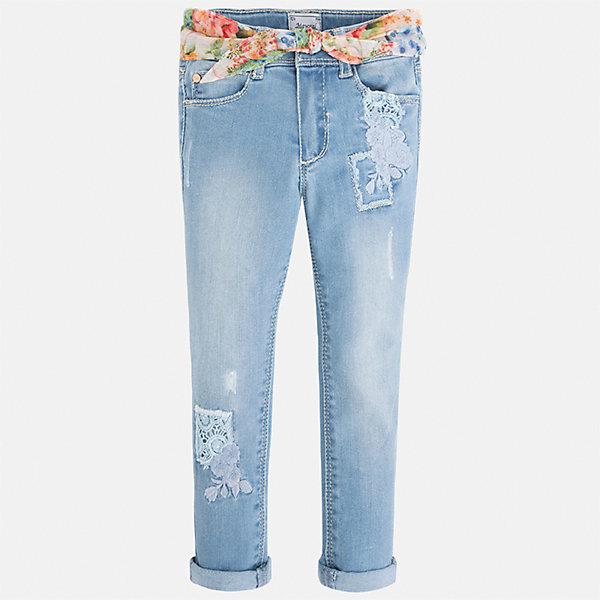 Джинсы для девочки MayoralДжинсовая одежда<br>Характеристики товара:<br><br>• цвет: голубой<br>• состав: 81% хлопок, 17% полиэстер, 2% эластан<br>• шлевки<br>• карманы<br>• пояс с регулировкой объема<br>• декорированы вышивкой<br>• страна бренда: Испания<br><br>Стильные джинсы для девочки смогут разнообразить гардероб ребенка и украсить наряд. Они отлично сочетаются с майками, футболками, блузками и т.д. Универсальный крой и цвет позволяет подобрать к вещи верх разных расцветок. Интересная отделка модели делает её нарядной и оригинальной. В составе материала - натуральный хлопок, гипоаллергенный, приятный на ощупь, дышащий.<br><br>Одежда, обувь и аксессуары от испанского бренда Mayoral полюбились детям и взрослым по всему миру. Модели этой марки - стильные и удобные. Для их производства используются только безопасные, качественные материалы и фурнитура. Порадуйте ребенка модными и красивыми вещами от Mayoral! <br><br>Джинсы для девочки от испанского бренда Mayoral (Майорал) можно купить в нашем интернет-магазине.<br><br>Ширина мм: 215<br>Глубина мм: 88<br>Высота мм: 191<br>Вес г: 336<br>Цвет: синий<br>Возраст от месяцев: 18<br>Возраст до месяцев: 24<br>Пол: Женский<br>Возраст: Детский<br>Размер: 92,134,128,122,116,110,104,98<br>SKU: 5290364