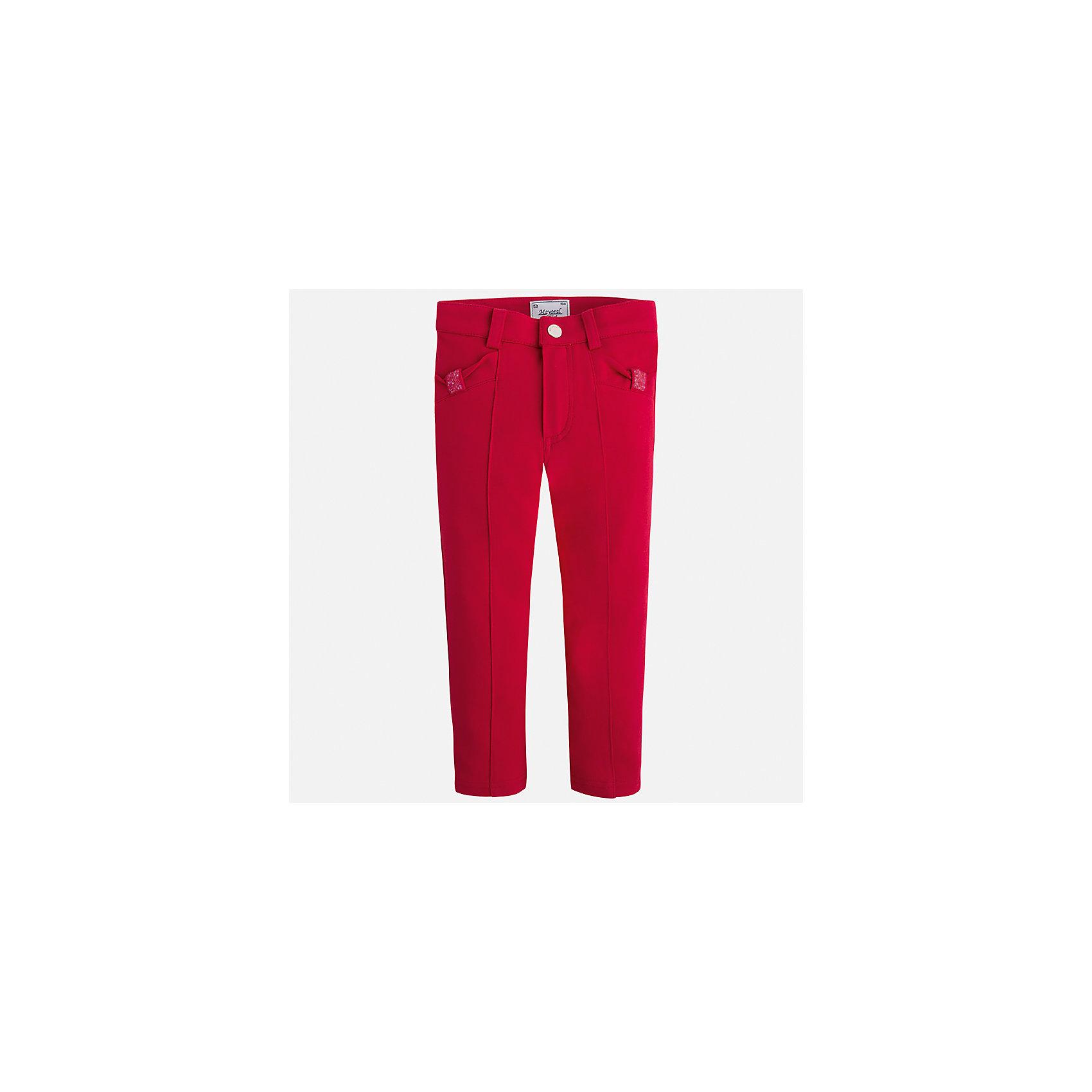 Леггинсы для девочки MayoralЛеггинсы<br>Характеристики товара:<br><br>• цвет: красный<br>• состав: 65% вискоза, 30% полиамид, 5% эластан<br>• шлевки<br>• эластичный материал<br>• стрелки<br>• декоративная отделка карманов<br>• страна бренда: Испания<br><br>Модные брюки для девочки смогут разнообразить гардероб ребенка и украсить наряд. Они отлично сочетаются с майками, футболками, блузками. Красивый оттенок позволяет подобрать к вещи верх разных расцветок. В составе материала - натуральный хлопок, гипоаллергенный, приятный на ощупь, дышащий. Леггинсы отлично сидят и не стесняют движения.<br><br>Одежда, обувь и аксессуары от испанского бренда Mayoral полюбились детям и взрослым по всему миру. Модели этой марки - стильные и удобные. Для их производства используются только безопасные, качественные материалы и фурнитура. Порадуйте ребенка модными и красивыми вещами от Mayoral! <br><br>Брюки для девочки от испанского бренда Mayoral (Майорал) можно купить в нашем интернет-магазине.<br><br>Ширина мм: 123<br>Глубина мм: 10<br>Высота мм: 149<br>Вес г: 209<br>Цвет: красный<br>Возраст от месяцев: 18<br>Возраст до месяцев: 24<br>Пол: Женский<br>Возраст: Детский<br>Размер: 122,128,134,92,98,104,110,116<br>SKU: 5290532