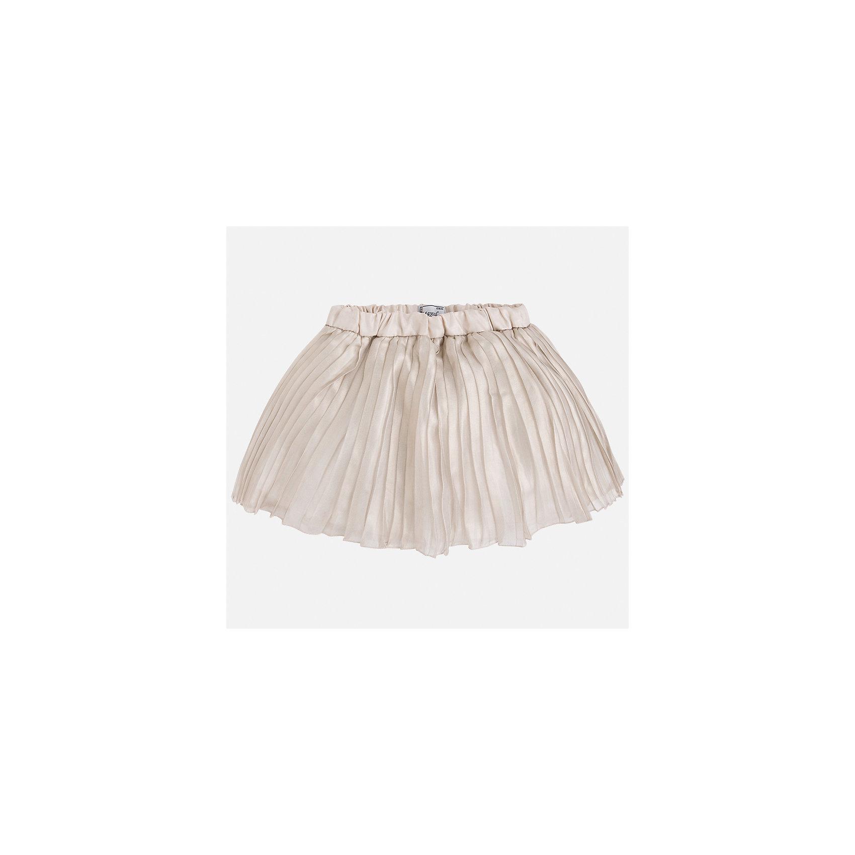 Юбка для девочки MayoralЮбки<br>Характеристики товара:<br><br>• цвет: бежевый<br>• состав: 100% полиэстер, подкладка - 65% полиэстер, 35% хлопок<br>• пояс на резинке<br>• легкий материал<br>• с подкладкой<br>• плиссированная<br>• страна бренда: Испания<br><br>Легкая юбка для девочки поможет разнообразить гардероб ребенка и создать эффектный наряд. Она отлично сочетаются с майками, футболками, блузками. Красивый оттенок позволяет подобрать к вещи верх разных расцветок. В составе материала подкладки - натуральный хлопок, гипоаллергенный, приятный на ощупь, дышащий. Юбка отлично сидит и не стесняет движения.<br><br>Одежда, обувь и аксессуары от испанского бренда Mayoral полюбились детям и взрослым по всему миру. Модели этой марки - стильные и удобные. Для их производства используются только безопасные, качественные материалы и фурнитура. Порадуйте ребенка модными и красивыми вещами от Mayoral! <br><br>Юбку для девочки от испанского бренда Mayoral (Майорал) можно купить в нашем интернет-магазине.<br><br>Ширина мм: 207<br>Глубина мм: 10<br>Высота мм: 189<br>Вес г: 183<br>Цвет: бежевый<br>Возраст от месяцев: 96<br>Возраст до месяцев: 108<br>Пол: Женский<br>Возраст: Детский<br>Размер: 134,116,122,128,98,104,110<br>SKU: 5290904