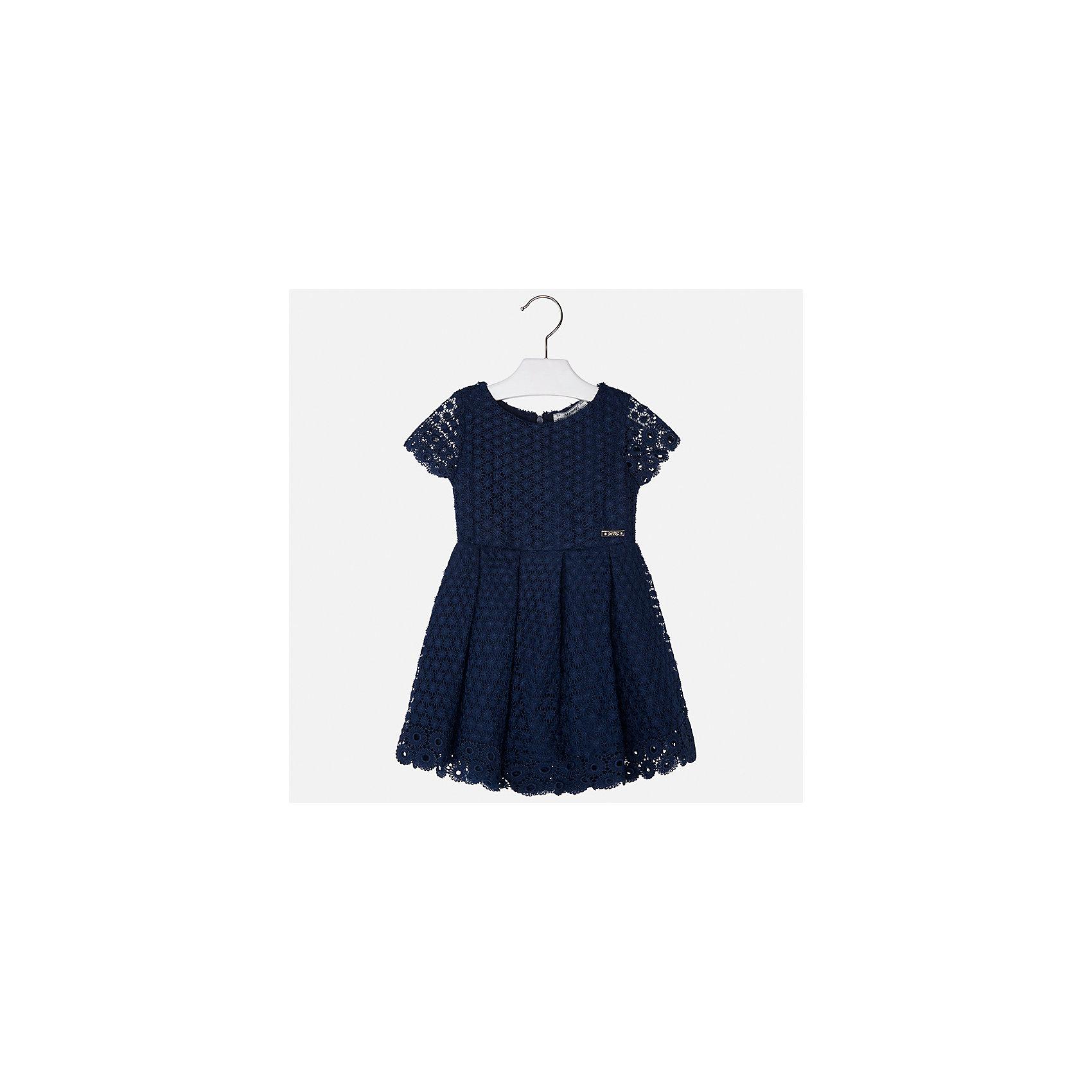 Платье для девочки MayoralОдежда<br>Характеристики товара:<br><br>• цвет: темно-синий<br>• состав: 100% полиэстер, подкладка - 80% полиэстер, 20% хлопок<br>• застежка: молния<br>• легкий материал<br>• ажурная ткань верха<br>• короткие рукава<br>• с подкладкой<br>• страна бренда: Испания<br><br>Красивое легкое платье для девочки поможет разнообразить гардероб ребенка и создать эффектный наряд. Оно подойдет и для торжественных случаев, может быть и как ежедневный наряд. Красивый оттенок позволяет подобрать к вещи обувь разных расцветок. В составе материала подкладки - натуральный хлопок, гипоаллергенный, приятный на ощупь, дышащий. Платье хорошо сидит по фигуре.<br><br>Одежда, обувь и аксессуары от испанского бренда Mayoral полюбились детям и взрослым по всему миру. Модели этой марки - стильные и удобные. Для их производства используются только безопасные, качественные материалы и фурнитура. Порадуйте ребенка модными и красивыми вещами от Mayoral! <br><br>Платье для девочки от испанского бренда Mayoral (Майорал) можно купить в нашем интернет-магазине.<br><br>Ширина мм: 236<br>Глубина мм: 16<br>Высота мм: 184<br>Вес г: 177<br>Цвет: синий<br>Возраст от месяцев: 24<br>Возраст до месяцев: 36<br>Пол: Женский<br>Возраст: Детский<br>Размер: 128,122,98,134,116,110,104<br>SKU: 5291076