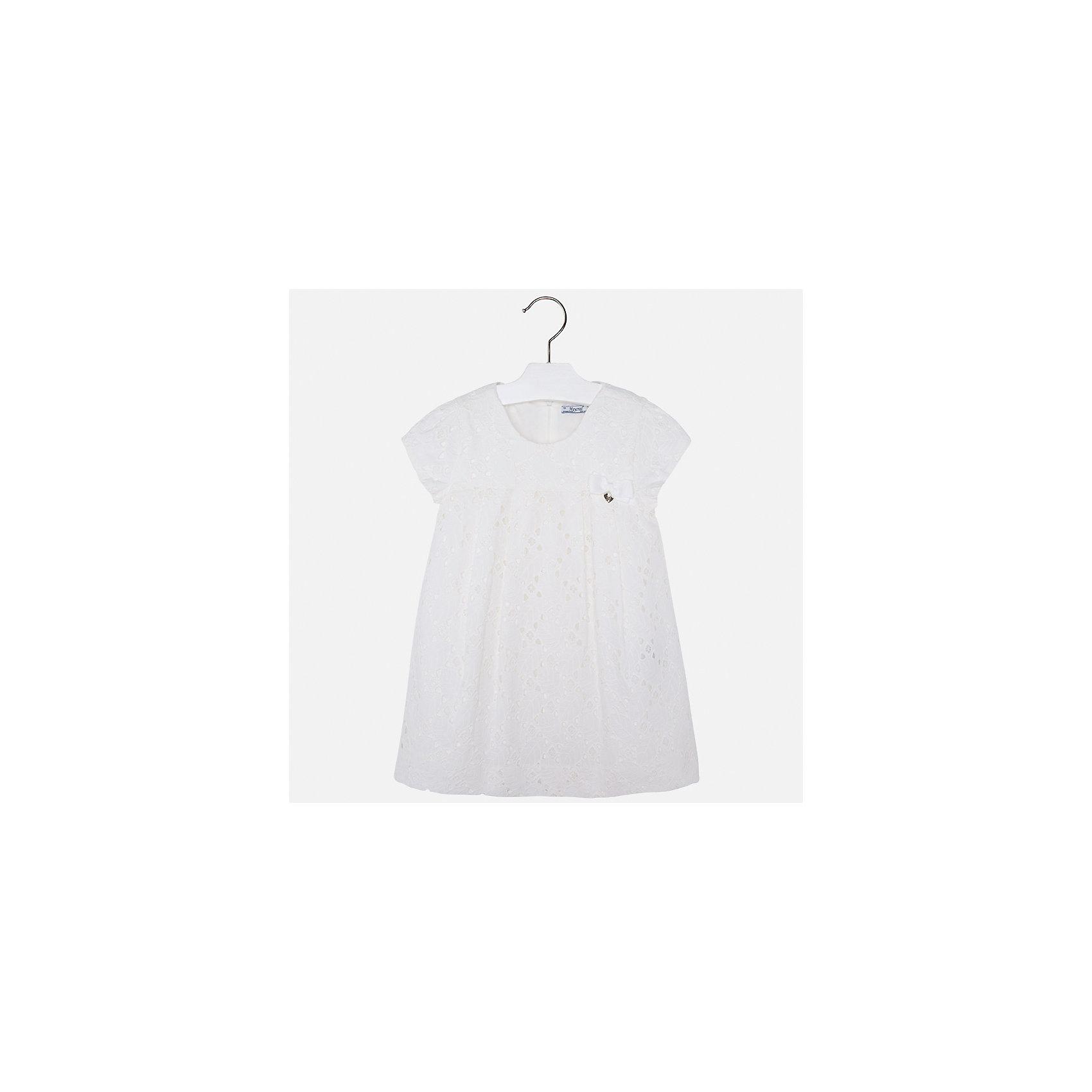 Платье для девочки MayoralОдежда<br>Характеристики товара:<br><br>• цвет: белый<br>• состав: 100% хлопок, подкладка - 65% полиэстер, 35% хлопок<br>• застежка: молния<br>• ажурная ткань верха<br>• завышенная талия<br>• короткие рукава<br>• с подкладкой<br>• страна бренда: Испания<br><br>Нарядное платье для девочки поможет разнообразить гардероб ребенка и создать эффектный наряд. Оно отлично подойдет для торжественных случаев. Красивый оттенок позволяет подобрать к вещи обувь разных расцветок. В составе материала подкладки - натуральный хлопок, гипоаллергенный, приятный на ощупь, дышащий. Платье хорошо сидит по фигуре.<br><br>Одежда, обувь и аксессуары от испанского бренда Mayoral полюбились детям и взрослым по всему миру. Модели этой марки - стильные и удобные. Для их производства используются только безопасные, качественные материалы и фурнитура. Порадуйте ребенка модными и красивыми вещами от Mayoral! <br><br>Платье для девочки от испанского бренда Mayoral (Майорал) можно купить в нашем интернет-магазине.<br><br>Ширина мм: 236<br>Глубина мм: 16<br>Высота мм: 184<br>Вес г: 177<br>Цвет: белый<br>Возраст от месяцев: 96<br>Возраст до месяцев: 108<br>Пол: Женский<br>Возраст: Детский<br>Размер: 134,92,98,104,110,116,122,128<br>SKU: 5291126