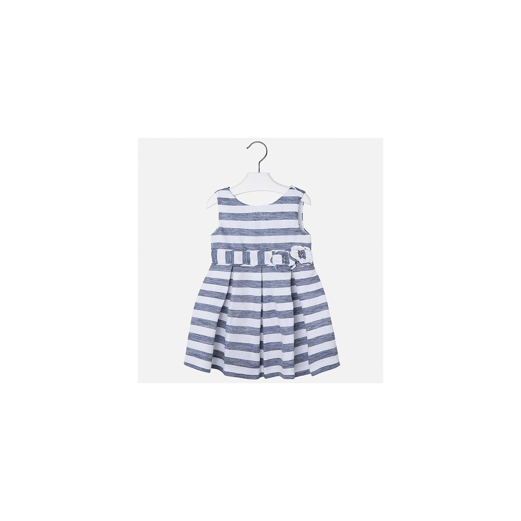 Платье для девочки MayoralЛетние платья и сарафаны<br>Характеристики товара:<br><br>• цвет: синий/белый<br>• состав: 53% полиэстер, 47% лен, подкладка - 65% полиэстер, 35% хлопок<br>• застежка: молния<br>• украшено цветами<br>• без рукавов<br>• с подкладкой<br>• страна бренда: Испания<br><br>Нарядное платье для девочки поможет разнообразить гардероб ребенка и создать эффектный наряд. Оно отлично подойдет для торжественных случаев или на каждый день. Красивый оттенок позволяет подобрать к вещи обувь разных расцветок. В составе материала подкладки - натуральный хлопок, гипоаллергенный, приятный на ощупь, дышащий. Платье хорошо сидит по фигуре.<br><br>Одежда, обувь и аксессуары от испанского бренда Mayoral полюбились детям и взрослым по всему миру. Модели этой марки - стильные и удобные. Для их производства используются только безопасные, качественные материалы и фурнитура. Порадуйте ребенка модными и красивыми вещами от Mayoral! <br><br>Платье для девочки от испанского бренда Mayoral (Майорал) можно купить в нашем интернет-магазине.<br><br>Ширина мм: 236<br>Глубина мм: 16<br>Высота мм: 184<br>Вес г: 177<br>Цвет: синий<br>Возраст от месяцев: 96<br>Возраст до месяцев: 108<br>Пол: Женский<br>Возраст: Детский<br>Размер: 134,92,98,104,110,116,122,128<br>SKU: 5291373
