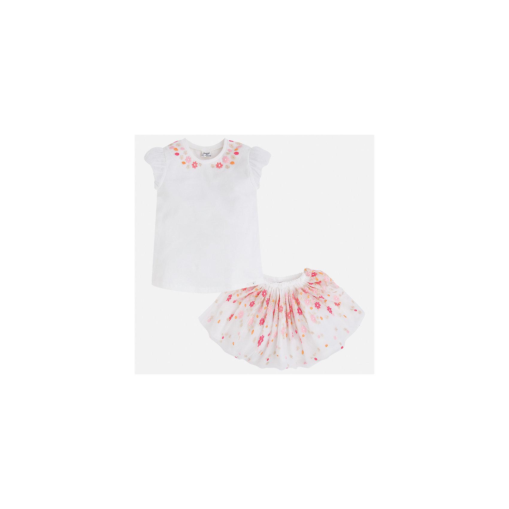 Комплект: топ и юбка для девочки MayoralВесенняя капель<br>Характеристики товара:<br><br>• цвет: белый<br>• состав: 57% хлопок, 38% полиэстер, 5% эластан<br>• комплектация: юбка, топ<br>• топ декорирован вышивкой<br>• юбка декорирована принтом<br>• пояс на резинке<br>• страна бренда: Испания<br><br>Стильный качественный комплект для девочки поможет разнообразить гардероб ребенка и красиво одеться в теплую погоду. Он отлично сочетается с другими предметами. Универсальный цвет позволяет подобрать к вещам обувь практически любой расцветки. Интересная отделка модели делает её нарядной и оригинальной. В составе материала - натуральный хлопок, гипоаллергенный, приятный на ощупь, дышащий.<br><br>Одежда, обувь и аксессуары от испанского бренда Mayoral полюбились детям и взрослым по всему миру. Модели этой марки - стильные и удобные. Для их производства используются только безопасные, качественные материалы и фурнитура. Порадуйте ребенка модными и красивыми вещами от Mayoral! <br><br>Комплект для девочки от испанского бренда Mayoral (Майорал) можно купить в нашем интернет-магазине.<br><br>Ширина мм: 207<br>Глубина мм: 10<br>Высота мм: 189<br>Вес г: 183<br>Цвет: оранжевый<br>Возраст от месяцев: 84<br>Возраст до месяцев: 96<br>Пол: Женский<br>Возраст: Детский<br>Размер: 128,134,98,104,110,116,122<br>SKU: 5291415