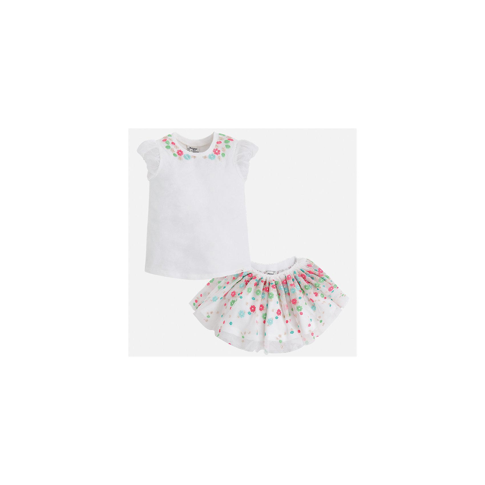 Комплект: топ и юбка для девочки MayoralХарактеристики товара:<br><br>• цвет: белый<br>• состав: 57% хлопок, 38% полиэстер, 5% эластан<br>• комплектация: юбка, топ<br>• топ декорирован вышивкой<br>• юбка декорирована принтом<br>• пояс на резинке<br>• страна бренда: Испания<br><br>Стильный качественный комплект для девочки поможет разнообразить гардероб ребенка и красиво одеться в теплую погоду. Он отлично сочетается с другими предметами. Универсальный цвет позволяет подобрать к вещам обувь практически любой расцветки. Интересная отделка модели делает её нарядной и оригинальной. В составе материала - натуральный хлопок, гипоаллергенный, приятный на ощупь, дышащий.<br><br>Одежда, обувь и аксессуары от испанского бренда Mayoral полюбились детям и взрослым по всему миру. Модели этой марки - стильные и удобные. Для их производства используются только безопасные, качественные материалы и фурнитура. Порадуйте ребенка модными и красивыми вещами от Mayoral! <br><br>Комплект для девочки от испанского бренда Mayoral (Майорал) можно купить в нашем интернет-магазине.<br><br>Ширина мм: 207<br>Глубина мм: 10<br>Высота мм: 189<br>Вес г: 183<br>Цвет: синий<br>Возраст от месяцев: 96<br>Возраст до месяцев: 108<br>Пол: Женский<br>Возраст: Детский<br>Размер: 134,98,104,110,116,122,128<br>SKU: 5291423