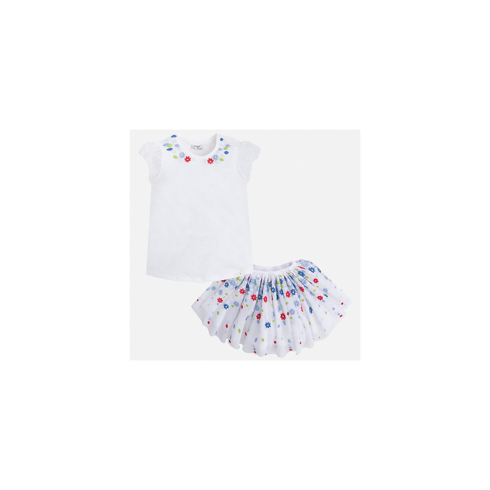 Комплект: топ и юбка для девочки MayoralКомплекты<br>Характеристики товара:<br><br>• цвет: белый<br>• состав: 57% хлопок, 38% полиэстер, 5% эластан<br>• комплектация: юбка, топ<br>• топ декорирован вышивкой<br>• юбка декорирована принтом<br>• пояс на резинке<br>• страна бренда: Испания<br><br>Стильный качественный комплект для девочки поможет разнообразить гардероб ребенка и красиво одеться в теплую погоду. Он отлично сочетается с другими предметами. Универсальный цвет позволяет подобрать к вещам обувь практически любой расцветки. Интересная отделка модели делает её нарядной и оригинальной. В составе материала - натуральный хлопок, гипоаллергенный, приятный на ощупь, дышащий.<br><br>Одежда, обувь и аксессуары от испанского бренда Mayoral полюбились детям и взрослым по всему миру. Модели этой марки - стильные и удобные. Для их производства используются только безопасные, качественные материалы и фурнитура. Порадуйте ребенка модными и красивыми вещами от Mayoral! <br><br>Комплект для девочки от испанского бренда Mayoral (Майорал) можно купить в нашем интернет-магазине.<br><br>Ширина мм: 207<br>Глубина мм: 10<br>Высота мм: 189<br>Вес г: 183<br>Цвет: красный<br>Возраст от месяцев: 24<br>Возраст до месяцев: 36<br>Пол: Женский<br>Возраст: Детский<br>Размер: 98,134,104,110,116,122,128<br>SKU: 5291431