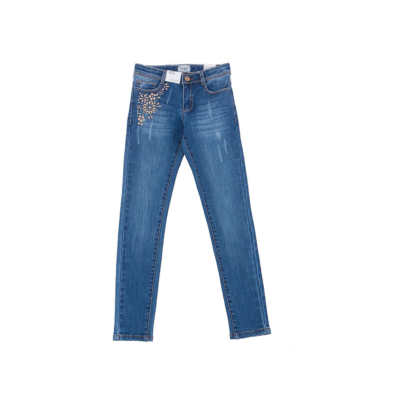 Джинсы для девочки MayoralДжинсовый бум<br>Характеристики товара:<br><br>• цвет: синий<br>• состав: 92% хлопок, 6% полиэстер, 2% эластан<br>• классический силуэт<br>• карманы<br>• пояс с регулировкой объема<br>• шлевки<br>• страна бренда: Испания<br><br>Стильные джинсы для девочки смогут разнообразить гардероб ребенка и украсить наряд. Они отлично сочетаются с майками, футболками, блузками. Красивый оттенок позволяет подобрать к вещи верх разных расцветок. Интересный крой модели делает её нарядной и оригинальной. В составе материала - натуральный хлопок, гипоаллергенный, приятный на ощупь, дышащий.<br><br>Одежда, обувь и аксессуары от испанского бренда Mayoral полюбились детям и взрослым по всему миру. Модели этой марки - стильные и удобные. Для их производства используются только безопасные, качественные материалы и фурнитура. Порадуйте ребенка модными и красивыми вещами от Mayoral! <br><br>Джинсы для девочки от испанского бренда Mayoral (Майорал) можно купить в нашем интернет-магазине.<br><br>Ширина мм: 215<br>Глубина мм: 88<br>Высота мм: 191<br>Вес г: 336<br>Цвет: голубой<br>Возраст от месяцев: 84<br>Возраст до месяцев: 96<br>Пол: Женский<br>Возраст: Детский<br>Размер: 128/134,170,140,152,158,164<br>SKU: 5292999
