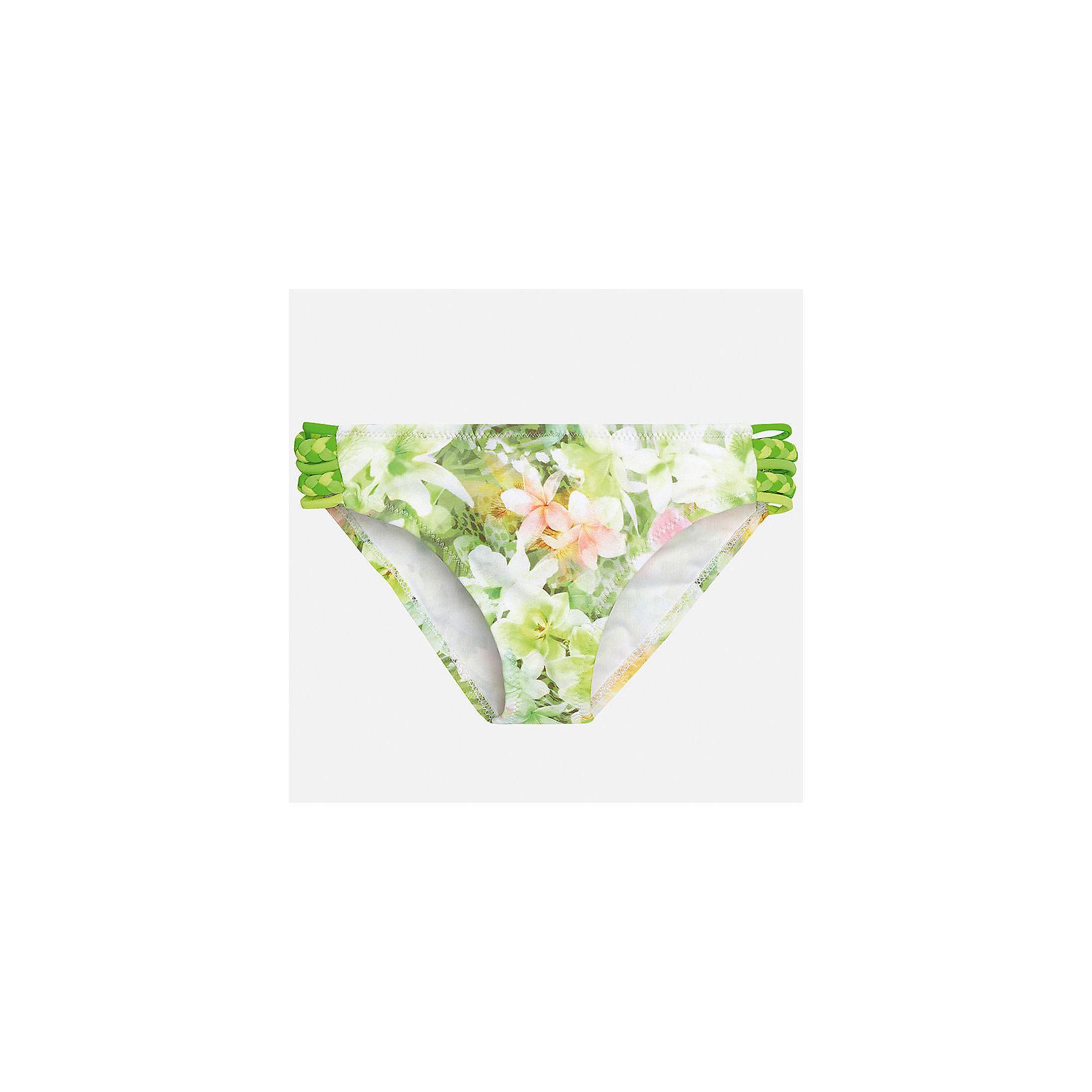Трусы для девочки MayoralКупальники и плавки<br>Характеристики товара:<br><br>• цвет: зеленый принт<br>• состав: верх - 85% полиэстер, 15% эластан, подкладка - 96% полиамид, 4% эластан<br>• украшен принтом <br>• комплектация: 1 предмет<br>• с подкладкой<br>• быстросохнущий материал<br>• страна бренда: Испания<br><br>Одежда для купания должна быть удобной! Этот купальник для девочки не только хорошо сидит на ребенке, не стесняя движения и не натирая, он отлично смотрится! Предметы сшиты из плотной ткани, но она очень быстро высыхает. Интересная отделка модели делает её нарядной и оригинальной. <br><br>Одежда, обувь и аксессуары от испанского бренда Mayoral полюбились детям и взрослым по всему миру. Модели этой марки - стильные и удобные. Для их производства используются только безопасные, качественные материалы и фурнитура. Порадуйте ребенка модными и красивыми вещами от Mayoral! <br><br>Купальник для девочки от испанского бренда Mayoral (Майорал) можно купить в нашем интернет-магазине.<br><br>Ширина мм: 196<br>Глубина мм: 10<br>Высота мм: 154<br>Вес г: 152<br>Цвет: зеленый<br>Возраст от месяцев: 168<br>Возраст до месяцев: 180<br>Пол: Женский<br>Возраст: Детский<br>Размер: 170,128/134,140,152,158,164<br>SKU: 5293098