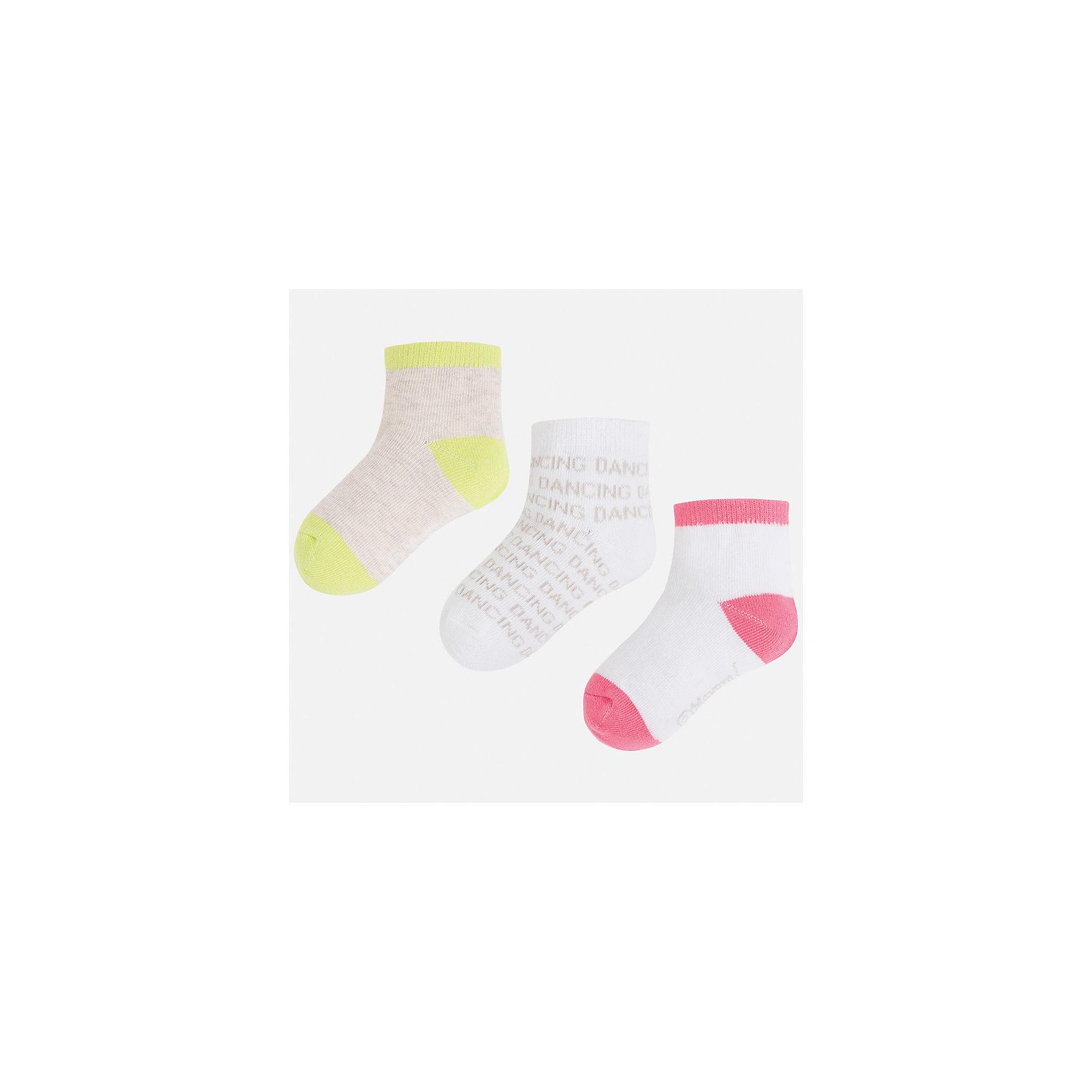 Носки (3 пары) для девочки MayoralНоски<br>Характеристики товара:<br><br>• цвет: белый/зеленый/розовый<br>• состав: 74% хлопок, 20% полиэстер, 3% полиамид, 3% эластан<br>• комплектация: три пары<br>• мягкая резинка<br>• эластичный материал<br>• декорированы рисунком<br>• страна бренда: Испания<br><br>Удобные симпатичные носки для девочки помогут обеспечить ребенку комфорт и дополнить наряд. Универсальный цвет позволяет надевать их под обувь разных расцветок. Носки удобно сидят на ноге и красиво смотрятся. В составе материала - натуральный хлопок, гипоаллергенный, приятный на ощупь, дышащий. <br><br>Одежда, обувь и аксессуары от испанского бренда Mayoral полюбились детям и взрослым по всему миру. Модели этой марки - стильные и удобные. Для их производства используются только безопасные, качественные материалы и фурнитура. Порадуйте ребенка модными и красивыми вещами от Mayoral! <br><br>Носки (3 пары) для девочки от испанского бренда Mayoral (Майорал) можно купить в нашем интернет-магазине.<br><br>Ширина мм: 87<br>Глубина мм: 10<br>Высота мм: 105<br>Вес г: 115<br>Цвет: зеленый<br>Возраст от месяцев: 84<br>Возраст до месяцев: 96<br>Пол: Женский<br>Возраст: Детский<br>Размер: 8,2,4,6<br>SKU: 5293509